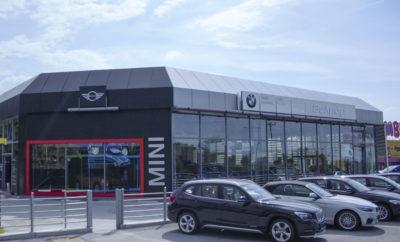 η εταιρεία Βελμάρ (AUTOTECHNICA HELLAS ATEE) προστέθηκε στο Δίκτυο των Επίσημων Εμπόρων και Εξουσιοδοτημένων Επισκευαστών του BMW Group Hellas στη Θεσσαλονίκη. Το νέο μέλος του Δικτύου παρέχει υπηρεσίες Πωλήσεων αυτοκινήτων, μοτοσικλετών και Γνήσιων Ανταλλακτικών BMW, ΜΙΝΙ, BMW i, και BMW Motorrad όπως και υπηρεσίες επισκευής και συντήρησης, με άρτια καταρτισμένο προσωπικό και διαγνωστικές τεχνολογίες αιχμής. Σχετικά με την Βελμάρ: Η εταιρία Βελμάρ (AUTOTECHNICA HELLAS ATEE), μέλος του Ομίλου επιχειρήσεων Θ. Βασιλάκη, δραστηριοποιείται στο χώρο του αυτοκινήτου εδώ και 38 χρόνια. Κύριο αντικείμενο της εταιρείας είναι η πώληση επιβατικών και επαγγελματικών αυτοκινήτων (καινούργιων και μεταχειρισμένων) και η παροχή υψηλού επιπέδου υπηρεσιών after sales (σέρβις, ανταλλακτικά, φανοποιείο) καλύπτοντας κάθε ανάγκη του σύγχρονου αγοραστή αυτοκινήτου. Στις επιχειρηματικές δραστηριότητες της Βελμάρ συγκαταλέγεται και το Πρότυπο Κέντρο Μεταχειρισμένων Αυτοκινήτων, STOCK CENTER. Στοιχεία επικοινωνίας: Βελμάρ (AUTOTECHNICA HELLAS ATEE) 10 Μαρίνου Αντύπα Τ.Κ. 57001 Θεσσαλονίκη Τηλέφωνο Επικοινωνίας: 2310-475871 Website: http://www.bmw-velmar.gr/ Email: info@velmar.gr