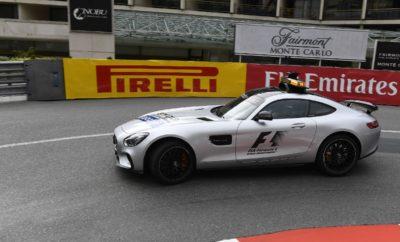 """Στον προηγούμενο αγώνα στην Ισπανία η Pirelli έφερε τις τρεις σκληρότερες γόμες της γκάμας της. Στο Μονακό η Pirelli φέρνει τις τρεις πιο μαλακές γόμες της γκάμας της σε μια τελείως διαφορετική διαδρομή. Για το Μονακό επελέγησαν η μαλακή (soft), η πολύ μαλακή (supersoft) και η πάρα πολύ μαλακή (ultrasoft) γόμα. Η περίφημη διαδρομή είναι γνωστή για την χαμηλή μέση ωριαία ταχύτητα αλλά και τη χαμηλότερη θερμική καταπόνηση που απαντάται όλη τη χρονιά: Το πιο πιθανό σενάριο είναι να έχουμε μια αλλαγή ελαστικών στον αγώνα. Όμως είναι εξαιρετικά αβέβαιο το πως θα προσεγγίσουν από άποψη στρατηγικής οι ομάδες αυτόν τον απαιτητικό αγώνα που δε συγχωρεί λάθη. ΟΙ ΤΡΕΙΣ ΕΠΙΛΕΓΜΕΝΕΣ ΓΟΜΕΣ Η ΔΙΑΔΡΟΜΗ ΥΠΟ ΤΟ ΠΡΙΣΜΑ ΤΩΝ ΕΛΑΣΤΙΚΩΝ • Είναι δύσκολο να προσπεράσεις στο Μονακό οπότε μια καλή επίδοση στις κατατακτήριες δοκιμές είναι κρίσιμη. Για να το πετύχεις αυτό πρέπει να ξεκλειδώσεις την απόδοση της ultrasoft γόμας από τα ελεύθερα. • Η πτώση στην απόδοση λόγω θερμικής καταπόνησης θα είναι πολύ χαμηλή: Ακόμη και η πάρα πολύ μαλακή γόμα (ultrasoft) θα αντέξει για μεγάλες αποστάσεις. • Θα έχουμε τη χαμηλότερη φθορά όλης της χρονιάς, το πότε θα πραγματοποιήσει κάποιος τη μοναδική του αλλαγή θα είναι εντελώς ανοικτό. • Έχουμε τη χαμηλότερη μέση ωριαία ταχύτητα της σεζόν αλλά και την πιο αργή στροφή: Το πέταλο του Fairmont. • Οι ομάδες χρησιμοποιούν μέγιστη κλίση στις αεροτομές για υψηλή κάθετη δύναμη ώστε να εξασφαλίσουν μηχανική πρόσφυση από τα ελαστικά. • Τα λάθη δε συγχωρούνται καθώς δεν υπάρχουν χώροι διαφυγής: Η ακρίβεια είναι καθοριστική. MARIO ISOLA - Επικεφαλής αγώνων αυτοκινήτου """"Οι τρεις πιο μαλακές γόμες ήταν η προφανής επιλογή για το Μονακό όμως υπάρχουν πολλά περιθώρια διαφορετικής στρατηγικής. Αυτό γιατί τόσο η φθορά όσο και η πτώση στην απόδοση λόγω θερμικής καταπόνησης είναι ελάχιστες. Έτσι οι ομάδες μπορούν να διαλέξουν οιαδήποτε στιγμή για ν' αλλάξουν από την πάρα πολύ μαλακή στην πολύ μαλακή γόμα, που αναμένεται να είναι ο στάνταρ συνδυασμός επιλογών στον αγώνα. Είναι ο"""
