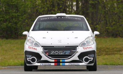 Οι Χρυσόστομος Καρέλλης - Ηλίας Παναγιωτούνης θα συμμετάσχουν στο διεθνές Ράλλυ Ακρόπολις με την υποστήριξη του Ομίλου ΣΥΓΓΕΛΙΔΗ και της επίσημης ελληνικής αντιπροσωπείας της PEUGEOT. Το Ελληνικό πλήρωμα θα πάρει μέρος στον αγώνα με ένα αγωνιστικό Peugeot 208VTI της κατηγορίας R2 και ουσιαστικά θα αποτελέσει την Ελληνική απάντηση στην διεκδίκηση της νίκης στην κατηγορία, απέναντι στις ξένες συμμετοχές στην ίδια κατηγορία. Ο κ. Χρυστόστομος Καρέλλης είναι επικεφαλής της AUTOKAR, επίσημου διανομέα της Peugeot στη Λαμία. Το αυτοκίνητο: Peugeot208 R2 Οι αλλαγές από το «καθημερινό» 208VTI, είναι αρκετές και σημαντικές. Ο ατμοσφαιρικός κινητήρας των 1.6 λίτρων αποδίδει, με την κατάλληλη επεξεργασία μέσω μεταβλητού χρονισμού των βαλβίδων και τροποποιήσεων του συστήματος εισαγωγής και της εξάτμισης, 185 ίππους, δύναμη η οποία περνάει στους εμπρός τροχούς μέσω ενός διαδοχικού (sequential) κιβωτίου πέντε ταχυτήτων. Παράλληλα η Peugeot έχει κάνει πολλές αλλαγές στις αναρτήσεις, με σημαντικότερη από αυτές την χρήση αμορτισέρ τριών ρυθμίσεων. Άλλη αλλαγή είναι αυτή στο τιμόνι, όπου το ηλεκτρικό σύστημα που διατίθεται στα νορμάλ αυτοκίνητα, αντικαταστάθηκε από υδραυλικό, προκειμένου να προσφέρει στους οδηγούς αυξημένη ακρίβεια και πληροφορία, ειδικά στις χωμάτινες επιφάνειες των ράλι. Ο αγώνας Με έδρα για δεύτερη συνεχόμενη χρονιά τη Λαμία και «πεδίο» ορισμένες αναγνωρισμένες στο παγκόσμιο στερέωμα ειδικές διαδρομές της Φθιώτιδας και της Φωκίδας, θα διεξαχθεί το SEAJETS Ράλλυ Ακρόπολις 2017. Θα είναι δε ο τρίτος γύρος του Ευρωπαϊκού Πρωταθλήματος της Διεθνούς Ομοσπονδίας Αυτοκινήτου (FIA), ο τρίτος και ο τέταρτος γύρος του Πανελλήνιου Πρωταθλήματος Ράλι, καθώς και τρίτος του αντίστοιχου για Ιστορικά αυτοκίνητα (η πρώτη ημέρα). Ο αγώνας, συγκριτικά με αυτόν του 2016 δεν περιλαμβάνει κάποιες σημαντικές αλλαγές. Την Παρασκευή 2 Ιουνίου στις 18:30 οι θεατές θα έχουν την ευκαιρία να δουν από κοντά όλα τα πληρώματα κατά τη διάρκεια της πανηγυρικής εκκίνησης, που θα πραγματοποιηθεί στα 