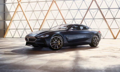 Τη σκηνή του φετινού Concorso d'Eleganza Villa d'Este, επέλεξε το BMW Group για να αποκαλύψει τη BMW Concept 8 Series που ενσαρκώνει την ουσία μιας σύγχρονης BMW coupe μέσα από μία συναρπαστική σχεδιαστική μελέτη. Με το νέο πρωτότυπο, η BMW δίνει μια πρώτη γεύση από το προσεχές μοντέλο – τη νέα BMW Σειρά 8 Coupe, που θα λανσαριστεί το 2018 στο πλαίσιο της μεγαλύτερης προϊοντικής επίθεσης στην ιστορία της εταιρείας. Η στρατηγική NUMBER ONE > NEXT έχει θέσει ως στόχο για το BMW Group μία σημαντική αύξηση πωλήσεων και εσόδων στην πολυτελή κατηγορία και η BMW Σειρά 8 Coupe παίζει σημαντικό ρόλο. «Ο αριθμός 8 ήταν ανέκαθεν η 'αιχμή' των σπορ επιδόσεων και της αποκλειστικότητας στη BMW», εξηγεί ο Πρόεδρος του Δ.Σ. της BMW AG, Harald Krüger. «Η προσεχής BMW Σειρά 8 Coupe θα αποδείξει ότι δυναμικές επιδόσεις και σύγχρονη πολυτέλεια μπορούν να συνυπάρχουν αρμονικά. Θα είναι το επόμενο μοντέλο στην επέκταση της γκάμας πολυτελών οχημάτων και θα ανεβάσει τον πήχη για τα coupe, ενώ θα μπορέσουμε να διεκδικήσουμε ακόμα πιο σθεναρά την πρωτοκαθεδρία στην πολυτελή κατηγορία». Η BMW Concept 8 Series δίνει μία εικόνα από αυτά που θα ακολουθήσουν. «Η BMW Concept 8 Series είναι η δική μας πρόταση για ένα καθαρόαιμο εργαλείο υψηλών επιδόσεων», σχολιάζει ο Adrian van Hooydonk, Ανώτερος Αντιπρόεδρος Σχεδίασης του BMW Group. «Είναι ένα πολυτελές σπορ αυτοκίνητο που ενσωματώνει ασυμβίβαστη δυναμική και σύγχρονη πολυτέλεια όπως κανένα άλλο. Για μένα, είναι ένα δημιούργημα γνήσιας αυτοκινητιστικής γοητείας». Στο εξωτερικό συνδυάζονται στοιχεία του παρελθόντος και του μέλλοντος. Η BMW Concept 8 Series είναι άμεσα αναγνωρίσιμη σαν BMW, αλλά λανσάρει και νέες σχεδιαστικές ιδέες και τεχνικές διαμόρφωσης. «Η σχεδίαση της BMW Concept 8 Series αποτελεί μία φρέσκια εκδοχή των στιλιστικών στοιχείων BMW», προσθέτει ο van Hooydonk. «Επίσης αποτυπώνει μία νέα προσέγγιση στη χρήση φορμών που αντανακλάται έντονα στις επιφάνειες του αυτοκινήτου. Κάποιες ζωηρές γραμμές τονίζουν τις καθαρές επιφάνειες, ενώ οι