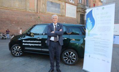 Ο ιταλός υπουργός Περιβάλλοντος Galletti φτάνει στο συνέδριο με Fiat 500L με φυσικό αέριο