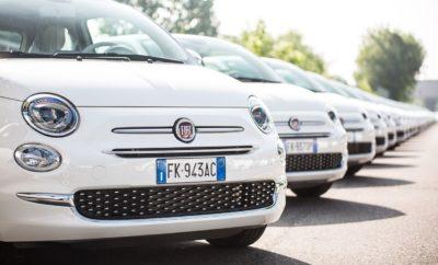 Παγκόσμιο Ρεκόρ Γκίνες από τη Fiat και την Esselunga: Παράδοση 1.495 Fiat 500 σε λιγότερο από 48 ώρες Ένα παγκόσμιο ρεκόρ Γκίνες σημειώθηκε από τη Fiat και την ιταλική αλυσίδα supermarket Esselunga. Χρειάστηκαν μόλις δύο ημέρες για να παραδοθούν 1.495 αυτοκίνητα Fiat 500 στους νικητές ενός μεγάλου διαγωνισμού που είχαν προκηρύξει οι δύο εταιρείες στην Ιταλία. Το ιστορικό αυτό κατόρθωμα πιστοποιήθηκε από την παρουσία του επίσημου εκπροσώπου της Guinness World Record TM, ο οποίος το ενέκρινε για να συμπεριληφθεί στο βιβλίο Γκίνες. Οι τυχεροί ιδιοκτήτες που πήγαν να παραλάβουν τα αυτοκίνητα τους από διάφορες περιοχές της Ιταλίας δημιούργησαν ένα φαντασμαγορικό θέαμα με τα ειδικών προδιαγραφών Fiat 500. Τα 1.495 αυτοκίνητα παρατάχθηκαν στην πίστα δοκιμών του εργοστασίου της Fiat στο Mirafiori, εκεί όπου έχουν δοκιμαστεί πολλά από τα μοντέλα που έχουν διαμορφώσει την ιστορία της ιταλικής μάρκας. Η Fiat δημιούργησε ειδικά για τους σκοπούς του διαγωνισμού 1.520 πανομοιότυπα Fiat 500 Esselunga σε λευκό χρώμα, μπεζ εσωτερικό, ειδικής σχεδίασης ζάντες 14 ιντσών και πλούσιο εξοπλισμό, βασισμένα στην έκδοση Lounge 1,2 69 ίππων. Οι 25 από τους 1.520 νικητές του διαγωνισμού που δεν κατάφεραν να παραβρεθούν στην ειδική εκδήλωση, θα έχουν τη δυνατότητα να παραλάβουν τα αυτοκίνητά τους τις επόμενες μέρες.