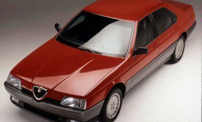 """Η Alfa Romeo έγινε 107 ετών! Με πλήθος πρωτότυπων εκδηλώσεων, αγώνων & συναντήσεων μελών, γιόρτασε φέτος η Alfa Romeo τα 107 χρόνια λειτουργίας της. Το επίκεντρο των εκδηλώσεων ήταν το Ιστορικό Μουσείο της μάρκας """"La macchina del tempo"""" στο Μιλάνο, το οποίο άνοιξε τις πύλες του για πρώτη φορά το 1976 και επαναλειτουργεί πλέον ανακαινισμένο από το 2015. Παράλληλα, με αφορμή την 170ή επέτειο η Alfa Romeo ετοίμασε ένα ξεχωριστό video – ένα ταξίδι στον χρόνο - με μερικά από τα θρυλικά αυτοκίνητα της ιστορίας της, από την ιστορική 24-HP μέχρι τη Stelvio. Το Σάββατο και την Κυριακή 24 και 25 Ιουνίου, οι θαυμαστές της μάρκας επισκέφτηκαν το Ιστορικό Μουσείο για να γιορτάσουν όλοι μαζί τα 107ά γενέθλιά της. Δεν επρόκειτο απλά για εκδηλώσεις, αλλά για ιδιαίτερες συναντήσεις όπου επικράτησε η δημιουργικότητα, ο κοινός ενθουσιασμός και η βαθιά εκτίμηση για τη μοναδική ιστορική κληρονομιά της Alfa Romeo. Το πρόγραμμα περιλάμβανε δρώμενα με τη συμμετοχή σχεδιαστών από το Style Centre της Alfa Romeo, που ενέπνευσαν τους νέους δημιουργούς με τις """"live"""" δημιουργίες τους, καθώς και ένα συνέδριο για την Alfa Romeo 164, που φέτος κλείνει τα 30 χρόνια. Το μοντέλο αυτό είχε την τιμητική του σε ειδική """"παρέλαση"""" των ιστορικών μοντέλων στην εσωτερική πίστα του μουσείου. Η συγκεκριμένη εκδήλωση διοργανώθηκε από την FCA Heritage, την ειδική οργάνωση που έχει δημιουργηθεί με σκοπό τη διατήρηση και την προώθηση της κληρονομιάς της μάρκας. Επιπλέον, μικροί και μεγάλοι διασκέδασαν στην ειδικά διαμορφωμένη πίστα """"Alfa Romeo Slot Grand Prix"""", όπου δοκίμασαν τις ικανότητές τους σε αγώνες με τηλεχειριζόμενα μοντέλα, όλα φυσικά, Alfa Romeo. Ακόμα, στο πλαίσιο των εορτασμών, την Παρασκευή 23 Ιουνίου, μια μέρα πριν από τα γενέθλια της Alfa Romeo, 60 ιδιοκτήτες της 4C ξεναγήθηκαν στις εγκαταστάσεις του εργοστασίου της μάρκας στη Modena, και την επόμενη μέρα απόλαυσαν στο έπακρο τις δυνατότητες της πιο σπορ Alfa Romeo, στην πίστα του Varano de' Melegari. Τέλος, μέλη των ιταλικών ιστορικών club Alfa Rome"""