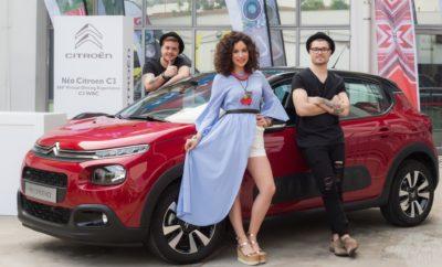 """Νέο Citroen C3: Το αστέρι του X-Factor 2! Η Citroen στη μακρόχρονη ιστορία της, ξεχωρίζει για τη μοναδική σχεδίαση των αυτοκινήτων της. Τα μοντέλα της ανέκαθεν, καταφέρνουν να τραβούν όλα τα βλέμματα θαυμασμού! Έτσι και το νέο Citroen C3 έχει κλέψει καρδιές ως το αυτοκίνητο του X-Factor 2! Στο χθεσινό Live του X-Factor 2, η Ευαγγελία Αραβανή με το δικό της ξεχωριστό τρόπο, παρουσίασε το έπαθλο του νικητή του Διαγωνισμού, το """"Αυτοκίνητο της Χρονιάς"""", το νέο Citroen C3, αφού πρώτα το δοκίμασε στις μετακινήσεις της στην πόλη! Το νέο Citroen C3 μέσω του Προγράμματος Citroen Advanced Comfort, προσφέρει μοναδική άνεση, χαμηλή κατανάλωση (από 3.2lt/100km) με τους προηγμένους κινητήρες βενζίνης PureTech, βραβευμένοι για τρίτη συνεχή χρονιά ως """"Κινητήρες της Χρονιάς"""", καθώς και τους κινητήρες πετρελαίου BlueHDi. Οι αμέτρητες δυνατότητες εξατομίκευσης του νέου Citroen C3, με το μοναδικό στυλ, την άνεση, την οικονομία, κέρδισαν την Ευαγγελία Αραβανή, ενώ οι προηγμένες τεχνολογίες, όπως το σύστημα πολυμέσων και η συνδεσιμότητα με το smartphone της, τη βοήθησε στην επικοινωνία της με τους ανθρώπους της παραγωγής."""