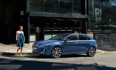 """να γίνεται ακόμη πιο απολαυστική. Με το σχεδιασμό να αποτελεί το Νο1 λόγο επιλογής του για τους πελάτες της Hyundai στην Ευρώπη, το Νέο Hyundai i30 εξελίσσει περαιτέρω τη σχεδιαστική φιλοσοφία της Hyundai με ακριβείς και χυτές γραμμές, εκπλεπτυσμένες πλούσιες επιφάνειες και ένα χυτό αμάξωμα για να δημιουργήσει μια διαχρονική εμφάνιση με αυτοπεποίθηση. """"Οι σχεδιαστές μας οδηγούνται από το πάθος και τον ενθουσιασμό να προσφέρουν υπερηφάνεια και χαρά στους ιδιοκτήτες των αυτοκινήτων Hyundai. Μπορείτε να δείτε και να αισθανθείτε αυτό το νέο πνεύμα στο i30 Νέας Γενιάς"""" εξηγεί ο κ. Peter Schreyer, President & Chief Design Officer της Hyundai Motor Group. «Με το Νέο Hyundai i30 εισάγουμε την νεοαποκτηθείσα μπροστινή μας μάσκα : την ονομάζουμε Cascading Grille, η οποία αποτελεί τη νέα ταυτότητα της Hyundai». Οι μηχανικοί του Τεχνικού Κέντρου της Hyundai Motor Europe στη Γερμανία ενίσχυσαν τα δυναμικά χαρακτηριστικά του Νέο Hyundai i30 με ένα αυστηρό πρόγραμμα δοκιμών σε όλη την Ευρώπη και στη διάσημη πίστα Nürburgring Nordschleife. Το εξαιρετικά άκαμπτο και ελαφρύ αμάξωμα με 53% Προηγμένο Χάλυβα Υπέρ-Υψηλής Αντοχής (Advanced High-Strength Steel) της Hyundai Steel προσφέρει τη βάση για μια εξαιρετική οδηγική εμπειρία. Συνδυαζόμενο με πίσω ανάρτηση πολλαπλών συνδέσμων (Multilink) και την κατά 10% αμεσότερη απόκριση του τιμονιού, ο οδηγός μπορεί να απολαύσει δυναμικές ικανότητες οδήγησης, χωρίς συμβιβασμούς με υψηλά επίπεδα άνεσης. Η γκάμα των κινητήρων και μεταδόσεων αποτελείται από 10 διαφορετικά σύνολα που περιλαμβάνουν 3 βενζινοκινητήρες, έναν κινητήρα turbo diesel με τρία επίπεδα ιπποδύναμης και εκπομπές ρύπων CO2 από 95 γρ./χλμ., ενώ τα κιβώτια ταχυτήτων περιλαμβάνουν 6-τάχυτο μηχανικό κιβώτιο αλλά και το νέο 7-τάχυτο προηγμένο αυτόματο κιβώτιο διπλού συμπλέκτη DCT με χειριστήρια αλλαγής ταχυτήτων στο τιμόνι. Το Νέο Hyundai i30 είναι το πρώτο μοντέλο της Hyundai που διατίθεται με το νέο υπερ-τροφοδοτούμενο τετρακύλινδρο κινητήρα βενζίνης, τον 1.4lt T-GDI με 140 PS. Μια Ο"""