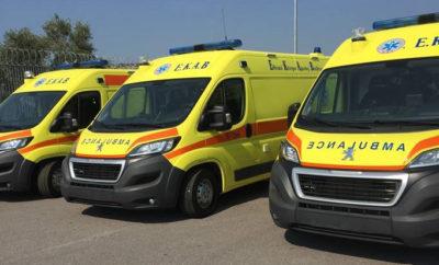 H PEUGEOT προμηθεύει το Ίδρυμα Σταύρος Νιάρχος με 143 υπερσύγχρονα ασθενοφόρα H ελληνική αντιπροσωπεία της Peugeot – εταιρεία μέλος του Ομίλου Συγγελίδη - ανέλαβε να παραδώσει στο Ίδρυμα Νιάρχος 143 υπερσύγχρονα ασθενοφόρα, τα οποία θα δωρίσει το Ίδρυμα στο ΕΚΑΒ. Τα Peugeot Boxer θα διασκευαστούν σε ασθενοφόρα στην Πορτογαλία, από Πιστοποιημένο Διασκευαστή του εργοστασίου της PEUGEOT, που εξασφαλίζει την ποιότητα που απαιτεί ο Γαλλικός κατασκευαστικός κολοσσός για τα οχήματά του. Στον διαγωνισμό συμμετείχαν συνολικά 5 εταιρείες και η διαδικασία επιλογής ολοκληρώθηκε με την επικράτηση της PEUGEOT. Υπολογίζεται δε, ότι τα οχήματα θα παραδοθούν στο ΕΚΑΒ σε χρόνο ρεκόρ από την υπογραφή της σύμβασης. Ο Όμιλος Συγγελίδη θέλοντας να συνεισφέρει στο τεράστιο κοινωνικό έργο που επιτελεί το Ίδρυμα Νιάρχος και ειδικότερα στην συγκεκριμένη δωρεά, παρέχει για τα δύο πρώτα χρόνια ζωής των οχημάτων, δωρεάν την προληπτική τους συντήρηση στα εξουσιοδοτημένα συνεργεία της PEUGEOT στην Επικράτεια. Αξίζει να αναφερθεί ότι το 2017 η PEUGEOT του Ομίλου Συγγελίδη, πλην των 143 Ασθενοφόρων οχημάτων στο Ίδρυμα Νιάρχος, έχει αναλάβει επίσης και την παράδοση Ασθενοφόρων οχημάτων στην ΔΕΗ, τα Ηνωμένα Έθνη, την ΕΒΟΛ, τον Δήμο Κέας, τα Λατομεία Κυριακίδης, την δωρεά 4 Ασθενοφόρων οχημάτων από την εταιρεία Οδοσήμανση στο ΕΚΑΒ, κ.α.