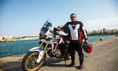 TRANS - ASIAN 2017: ένα ταξίδι στο δρόμο του μεταξιού και των μπαχαρικών, μήκους 15.600 χλμ. με Honda CRF1000L Africa Twin Το δρόμο του μεταξιού και των μπαχαρικών, μία διαδρομή 15.600 χιλιομέτρων έχει βάλει ως στόχο του να καλύψει ο Έλληνας δημοσιογράφος- φωτογράφος Κωνσταντίνος Μητσάκης οδηγώντας μία Honda CRF1000L Africa Twin , χορηγία της εταιρείας Αδελφοί Σαρακάκη Α.Ε.Β.Μ.Ε.- Επίσημος Εισαγωγέας- Διανομέας της Honda moto στην Ελλάδα. Εμπιστευόμενος την τεχνολογική υπεροχή και την αξιοπιστία των μοντέλων της Honda, ο Κωνσταντίνος Μητσάκης ξεκινά στις 15 Ιουνίου 2017 να ζήσει μία συναρπαστική περιπέτεια στους δρόμους της Ασίας ταξιδεύοντας με την Honda CRF1000L Africa Twin για να πραγματοποιήσει μία διαχρονική διαδρομή Ιστορίας και Πολιτισμού, τον περίφημο «Δρόμο του Μεταξιού», την πανάρχαια εμπορική οδό που ακολουθούσαν κάποτε τα καραβάνια, όταν από την μυθική Ανατολή έφερναν το πολύτιμο μετάξι και τα εξωτικά μπαχαρικά στις αγορές της Δύσης. Κατά τη διάρκεια του ταξιδιού από την Ελλάδα στην Ινδονησία, ο Κωνσταντίνος Μητσάκης θα διασχίσει συνολικά 10 χώρες (Τουρκία, Ιράν, Πακιστάν, Ινδία, Μπαγκλαντές, Μιανμάρ, Ταϊλάνδη, Καμπότζη, Μαλαισία, Ινδονησία), ενώ οι κυριότερες πόλεις που θα φιλοξενήσουν την πορεία του Έλληνα αναβάτη στην κίτρινη ήπειρο είναι η Άγκυρα, η Ερζερούμ, η Εσφαχάν, η Κερμάν, η Κουέτα, η Λαχώρη, το Νέο Δελχί, το Βαρανάσι, η Ντάκα, η Γιανγκόν, η Μπανγκόκ και η Κουάλα Λουμπούρ. Ο αναβάτης της Honda CRF1000L Africa Twin Κωνσταντίνος Μητσάκης λίγο πριν την αναχώρηση του για το μεγάλο αυτό ταξιδιωτικό - οδοιπορικό δήλωσε: «Το ταξίδι «TRANS - ASIAN 2017» είναι ένα δύσκολο και ιδιαίτερα απαιτητικό ταξίδι, για το οποίο χρειάστηκε πολύπλευρη προετοιμασία και προσεκτικός σχεδιασμός. Οι αντιξοότητες που θα κληθούμε να ξεπεράσουμε –αναβάτης και μοτοσυκλέτα– καθοδόν είναι πολλές, με σημαντικότερες τις ακραίες κλιματολογικές συνθήκες της διαδρομής. Στην έρημο Βελουχιστάν (Ιράν-Δυτικό Πακιστάν) ο υδράργυρος θα φλερτάρει τους 55ο βαθμούς Κελσίου, ενώ πιο ανατολι
