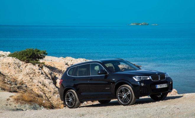Το 2003, η BMW ίδρυσε τη νέα μεσαία κατηγορία Sports Activity Vehicle (SAV) με το λανσάρισμα της BMW X3. H BMW X3 αποτελεί πρότυπο σπορ συμπεριφοράς, πολυτέλειας εσωτερικού, αντοχής και ευελιξίας συνδυάζοντας χαμηλά επίπεδα κατανάλωσης και ρύπων. Τώρα με την έκδοση M Sport Limited Edition , η BMW X3 ενισχύει τον μοναδικό χαρακτήρα της και προσδίδει εντυπωσιακή αθλητική εμφάνιση. Με όφελος από €10.000 και επιπλέον του βασικού εξοπλισμού, η BMW X3 xDrive20d M Sport Limited Edition περιλαμβάνει: Αυτόματο κιβώτιο 8 σχέσεων Steptronic με paddles Μεταλλικό χρώμα Αεροδυναμικό πακέτο M Sport Εσωτερικός εξοπλισμός M Sport Ανάρτηση M Sport Ζάντες ελαφρού κράματος 20'' M Sport Connected Drive Advanced Δερμάτινες επενδύσεις καθισμάτων / εσωτερικού Ηχοσύστημα Harman Kardon Head-Up Display LED φώτα και προβολείς ομίχλης Προσαρμοζόμενοι προβολείς LED Με τελική τιμή €69.900 η BMW X3 xDrive20d M Sport Limited Edition περιλαμβάνει το προνομιακό πρόγραμμα BMW ALL INCLUSIVE της BMW Financial Services που προσφέρει: Σταθερό επιτόκιο 3,9% Από 20% προκαταβολή Διάρκεια 12, 24, 36 ή 48 μήνες Ασφάλιση οχήματος, προστασία δανείου - δόσεων Τελευταία δόση με 3 εναλλακτικές: Ανταλλαγή, Απόκτηση, Επιστροφή Εγγυημένη αξία επαναγοράς οχήματος στη λήξη του δανείου Για περισσότερες πληροφορίες οι ενδιαφερόμενοι μπορούν να επικοινωνήσουν με το Δίκτυο Επίσημων Εμπόρων BMW, να καλέσουν στο Κέντρο Επικοινωνίας Πελατών του BMW Group Hellas στο τηλέφωνο 210-9118 000 ή να επισκεφθούν την ιστοσελίδα: https://www.bmw.gr/el/all-models/x-series/X3/2014/test-drive.html