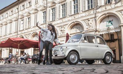 """Το Fiat 500 στη συλλογή του Μουσείου Μοντέρνας Τέχνης στη Νέα Υόρκη Το Fiat 500, το πιο αγαπημένο αυτοκίνητο στην ιστορία της Fiat και σύμβολο του ιταλικού σχεδιασμού, γιορτάζει σήμερα τα 60ά του γενέθλια με μια ειδική εκδήλωση εξαιρετικά αφιερωμένη στην ιστορία, το στιλ και το design, στοιχεία που το έκαναν διάσημο σε ολόκληρο τον πλανήτη. Την ημέρα των 60ών γενεθλίων του, το ιταλικό αυτοκίνητο προστίθεται στη μόνιμη συλλογή έργων τέχνης του MoMA, του Μουσείου Μοντέρνας Τέχνης στη Νέα Υόρκη. """"Το Fiat 500 έχει αφήσει ανεξίτηλο το αποτύπωμά του στην ιστορία της αυτοκίνησης. Είναι γεγονός ότι ποτέ δεν ήταν απλά ένα αυτοκίνητο"""", ανέφερε ο Olivier François, επικεφαλής της Fiat και CMO της FCA. """"Στα 60 χρόνια της ύπαρξής του, το 500 υπερβαίνει την φυσική του υπόσταση και μεταμορφώνεται σε ένα πραγματικό σύμβολο τέχνης με την πιστοποίηση του φημισμένου MoMA, μετά την προσθήκη στην τεράστια συλλογή του. Η κίνηση αυτή είναι ένας φόρος τιμής στην καλλιτεχνική και πολιτιστική αξία του 500."""" """"Το Fiat 500 είναι ένα σύμβολο στην ιστορία της αυτοκίνησης, το οποίο έχει αλλάξει τον τρόπο που σχεδιάζονται και κατασκευάζονται τα αυτοκίνητα στην Ιταλία"""", δήλωσε ο Martino Stierli, """"Philip Johnson Υπεύθυνος Αρχιτεκτονικής και Σχεδιασμού"""" του MoMA. """"Προσθέτοντας αυτό το καθημερινό αριστούργημα στο Μουσείο μας, διευρύνουμε τη συλλογή έργων τέχνης με έναν θρύλο της ιστορίας του automotive design."""" Το μοντέλο που θα φιλοξενηθεί στο MoMA είναι η έκδοση 500 F, το δημοφιλέστερο 500 που κυκλοφόρησε από το 1965 μέχρι το 1972. Το """"μεγάλο μικρό αυτοκίνητο"""" της Fiat γνώρισε τεράστια επιτυχία, διαθέτοντας κάτω από το καπό του έναν κινητήρα 499.5 cm3 που απέδιδε 18 ίππους με μέγιστη ταχύτητα 95 χλμ/ώρα. Από το 1957 έως το 1975 κατασκευάστηκαν συνολικά πάνω από 4 εκατομμύρια Fiat 500, σε διάφορες εκδόσεις όπως το πρώτο 500 στα τέλη των 50's, οι ισχυρές εκδόσεις Sport και D, η έκδοση F, που διατηρεί και το ρεκόρ παραγωγής, ενώ ακολούθησαν η πιο άνετη L, και τέλος η έκδοση R. Μέσα σε αυτά τα 60 χρόνια, """