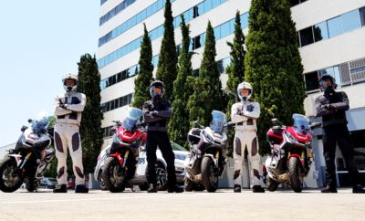 Οι αναβάτες του Honda Roadtrips 2017 στο «τιμόνι» της σελίδας της Honda στο Facebook Οι τέσσερις (4) τυχεροί αναβάτες του Honda Roadtrips 2017 θα έχουν στα χέρια τους για 10 ημέρες, όσο διάστημα διαρκέσει το ταξίδι στη Νότια Ιταλία, τα «κλειδιά» της σελίδας της Honda moto στο Facebook και θα προσφέρουν στους χρήστες του δημοφιλούς μέσου τις μοναδικές εμπειρίες τους, συναρπαστικές καθημερινές ιστορίες τους αλλά και στιγμιότυπα που θα κόβουν την ανάσα. Την Παρασκευή 14 Ιουλίου, οι αναβάτες του Honda Roadtrips 2017 https://www.hondaroadtrips.gr, στο τιμόνι των ειδικά διαμορφωμένων Honda X-ADV, ξεκίνησαν από την Ελλάδα με προορισμό τη μαγευτική Νότια Ιταλία για ένα ανεπανάληπτο βιωματικό ταξίδι περιπέτειας. Μέσα από τα μάτια των τεσσάρων ηρώων-αναβατών, οι χιλιάδες fans του Facebook, από τη σελίδα της Honda https://www.facebook.com/HondaMotoGreece, θα παρακολουθούν το ταξίδι τους και θα ζουν μαζί τους την εμπειρία των 3.200 χιλιόμετρων που θα διανύσουν συνολικά, περνώντας από 20 διαφορετικές πόλεις. Ιδιαίτερη στιγμή για το ταξίδι αναμένεται να αποτελέσει η οδήγηση στη μοναδική off-road και ιδιαιτέρως απαιτητική διαδρομή στο μεγαλύτερο και υψηλότερο ενεργό ηφαίστειο στην Ευρώπη, την Αίτνα, που θα συγκινήσει τους λάτρεις της μοτοσυκλέτας. Αξίζει να σημειωθεί ότι, όλο το προηγούμενο διάστημα, πάνω από 11.500 αναβάτες δήλωσαν συμμετοχή στο Honda Roadtrips 2017, ενώ η τελική επιλογή των τυχερών έγινε μετά από ένα 2ήμερο Honda Adventure Camp στην πίστα του Άγιου Κοσμά. Εκεί, οι υποψήφιοι κρίθηκαν σε μια σειρά δοκιμασιών τόσο από την κριτική επιτροπή του Honda Roadtrips, όσο και από τους fans της Honda στο Facebook, μέσω ψηφοφορίας στο www.hondaroadtrips.gr Ακολουθήστε το ταξίδι εδώ: https://www.facebook.com/HondaMotoGreece