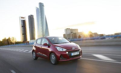 """Κορυφαία βαθμολογία για τα μοντέλα της Hyundai σε Ευρωπαϊκές συγκριτικές δοκιμές • Τα Ηyundai i10, i20 και i30 κατέκτησαν την κορυφή σε αρκετές συγκριτικές δοκιμές που πραγματοποίησαν έγκριτα Ευρωπαϊκά περιοδικά αυτοκινήτου • Τα οχήματα υπερτερούν των ανταγωνιστών τους σε διάφορες κατηγορίες, όπως συνδεσιμότητα, εσωτερική σχεδίαση, οδηγική άνεση και δυναμικά οδηγικά χαρακτηριστικά, με αποτέλεσμα την κατάκτηση αρκετών πρώτων θέσεων • Η 5ετής εργοστασιακή εγγύηση της Hyundai Motor εντυπωσιάζει τους δοκιμαστές Τα i10, i20 και i30 της Hyundai Motor κατέκτησαν την πρώτη θέση στις τελευταίες συγκριτικές δοκιμές που πραγματοποίησαν πολλά Ευρωπαϊκά περιοδικά αυτοκινήτου. Τα οχήματα ξεπέρασαν τους ανταγωνιστές τους σε κατηγορίες όπως η συνδεσιμότητα, η οδηγική άνεση και τα δυναμικά οδηγικά χαρακτηριστικά καθώς και η εσωτερική σχεδίαση και άνεση, για να κατακτήσουν την κορυφή στη συνολική βαθμολογία. Η 5ετής εργοστασιακή εγγύηση απεριόριστων χιλιομέτρων της Hyundai αξιολογείται επίσης θετικά από τα περιοδικά. Τα i10, i20 και i30 αποτελούν βασικό πυλώνα της επιτυχίας της εταιρείας στην Ευρώπη, αντιπροσωπεύοντας περίπου το 50% των πωλήσεών της στη Γηραιά ήπειρο. """"Τα μοντέλα i10, i20 και i30 είναι τα καλύτερα μοντέλα της Hyundai Motor στην Ευρώπη. Οι τελευταίες συγκριτικές δοκιμές επιβεβαιώνουν την εμπιστοσύνη που έχουμε στην οικογένεια - i"""" δήλωσε ο κ. Thomas A. Schmid, Chief Operating Officer της Hyundai Motor Europe. """"Όλα αυτά τα μοντέλα έχουν σχεδιαστεί, αναπτυχθεί, δοκιμαστεί και κατασκευαστεί στην Ευρώπη για να καλύψουν τις ανάγκες και τις προσδοκίες των ευρωπαίων πελατών. Διαθέτουν ένα εξαιρετικό συνολικό πακέτο και αντιπροσωπεύουν την εξαιρετική ποιότητα, την προσιτή τεχνολογία και έναν ελκυστικό σχεδιασμό, που συνεχίζουν να προσελκύουν νέους πελάτες στη Hyundai. """" Το Hyundai i10 δοκιμάστηκε απέναντι στους ανταγωνιστές του από το Γαλλικό περιοδικό αυτοκινήτου Auto Plus (τεύχος 1494, Απρίλιος 2017), από το Βρετανικό περιοδικό What Car; (online, Μάρτιος 2017), καθώς και απ"""