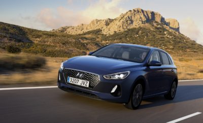 Hyundai i30: No 1 σε Ποιότητα & Αξιοπιστία στη Γερμανία στη μελέτη της J.D. Power • Το Hyundai i30 κερδίζει τους ανταγωνιστές του στη Mελέτη Ποιότητας της J.D. Power στην αγορά της Γερμανίας • Οι αγοραστές της κατηγορίας C είναι πιο ικανοποιημένοι από το Hyundai i30, κατατάσσοντάς το πρώτα για την αξιοπιστία, την σχεδίαση και το κόστος συντήρησής του Σύμφωνα με την ετήσια έγκριτη έρευνα της J.D. Power Γερμανίας 2017 Vehicle Dependability StudySM (VDS), το Hyundai i30 κατέκτησε την κορυφαία θέση στην κατηγορία του, έχοντας τις λιγότερες βλάβες. Αυτή είναι η εξαιρετική ετυμηγορία της μεγαλύτερης Γερμανικής έρευνας για την αυτοκινητοβιομηχανία. Το Hyundai i30 κατάφερε σαφώς να ξεπεράσει τους βασικούς ανταγωνιστές του. Οι πελάτες στη Γερμανία που αγόρασαν το Hyundai i30 είναι ιδιαίτερα ικανοποιημένοι με το αυτοκίνητο τους. Το Hyundai i30 βρέθηκε στην κορυφή σε διάφορες κατηγορίες. Η έρευνα μετρά 177 είδη συμπτωμάτων από 8 κατηγορίες : εξωτερικό οχήματος, οδηγική εμπειρία, χειριστήρια και ενδείξεις, συστήματα πολυμέσων και πλοήγησης, καθίσματα, εξαερισμός και κλιματισμός, εσωτερικό οχήματος, κινητήρας και μετάδοση. Η ετήσια μελέτη της J.D. Power, η οποία διεξάγεται σε συνεργασία με το περιοδικό AUTO TEST, απευθύνεται σε 14.000 ιδιοκτήτες οχημάτων στη Γερμανία, οι οποίοι ερωτώνται σχετικά με την εμπειρία τους με τα οχήματά τους. Στην έρευνα συμμετείχαν οδηγοί που κατείχαν τα αυτοκίνητά τους τουλάχιστον 12-36 μήνες. Η συνολική μετρούμενη αξιοπιστία (Dependability) προσδιορίζεται από τον αριθμό δυσλειτουργιών ανά 100 οχήματα (PP100) με το χαμηλότερο σκορ να αντανακλά στην υψηλότερη ποιότητα. Η μελέτη ικανοποίησης πελατών του J.D. Power είναι μία από τις σημαντικότερες ανεξάρτητες έρευνες ποιότητας που διεξάγονται στον χώρο της αυτοκινητοβιομηχανίας Τα ευρήματα της παρέχουν μια άμεση και αξιόπιστη ένδειξη για το πόσο ικανοποιημένοι είναι οι πελάτες με τα αυτοκίνητά τους.