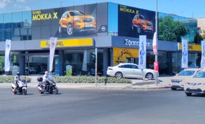 Εμπειρία OnStar στην Οpel Σφακιανάκης Η εταιρία Opel Σφακιανάκης προσκαλεί τους πελάτες της, στα καταστήματά της, Λεωφ. Κηφισίας 57 στο Μαρούσι και Λεωφ. Λαυρίου 81 στα Γλυκά Νερά, σε ένα δεκαήμερο (6-15 Ιουλίου) διάδρασης, με την υπηρεσία Opel OnStar. Η μοναδική υπηρεσία που χρησιμοποιεί ανθρώπους, φιλικούς συμβούλους αντί ψυχρές μηχανές. Εκτός του να εντοπίζει κλεμμένα αυτοκίνητα, καλεί σε άμεση βοήθεια όταν αυτό είναι αναγκαίο, μπορεί επίσης να ξεκλειδώνει αυτοκίνητα από απόσταση, να 'κατεβάζει' προορισμούς απευθείας στο σύστημα πλοήγησης του αυτοκινήτου, να πραγματοποιεί, ζωντανά, διαγνωστικούς ελέγχους, αποστέλλει και emails για την κατάσταση του οχήματος. Τελευταία στις προαναφερόμενες υπηρεσίες, προστέθηκαν νέες, όπως κράτηση ξενοδοχείου και εύρεση πάρκινγκ, μαζί με εισαγωγή στο νέο κόσμο της 4G ταχύτητας και της μετατροπής πλέον ενός Opel, σε Wi-Fi hotspot! Οι πελάτες της Opel Σφακιανάκης στο δεκαήμερο αυτό επωφελούνται τριπλά! Δωρεάν Συνδρομή OnStar και WiFi, 5 χρόνια πλήρη εργοστασιακή εγγύηση, Χρηματοδότηση για αγορά αυτοκινήτου με επιτόκιο 6.5%