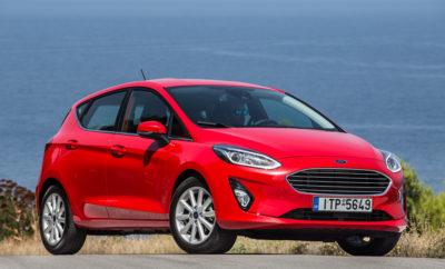 Νέο Ford Fiesta – Το Πιο Προηγμένο Τεχνολογικά Μικρό Αυτοκίνητο που Πωλείται στην Ευρώπη • Το νέο Ford Fiesta – το πιο προηγμένο τεχνολογικά μικρό αυτοκίνητο που πωλείται στην Ευρώπη – θα λανσαριστεί στην τους προσεχείς μήνες • Οι πελάτες μπορούν να επιλέξουν από τέσσερις διαφορετικές εκδόσεις – το πολυτελές Vignale, το σπορ ST-Line, το στιλάτο Titanium, και το Trend • Ο απολαυστικός οδηγικός χαρακτήρας αναβαθμίζεται με τη νέα ανάρτηση και το σύστημα Electronic Torque Vectoring Control. Βελτιώσεις στην πλευρική πρόσφυση κατά 10%, στις αποστάσεις φρεναρίσματος κατά 8% • Το Fiesta είναι το πρώτο Ford με Pedestrian Detection που συμβάλλει στην αποφυγή συγκρούσεων τις νυχτερινές ώρες, Active Park Assist με παρέμβαση πέδησης για την αποφυγή μικροσυγκρούσεων στο hands-free παρκάρισμα • Το Fiesta είναι επίσης το πρώτο Ford που διαθέτει το premium B&O PLAY Sound System. Το σύστημα συνδεσιμότητας SYNC 3 υποστηρίζεται από ανεξάρτητες οθόνες αφής, υψηλής ανάλυσης, έως 8 ιντσών • Κομψό εξωτερικό και εργονομικό εσωτερικό με νέες επιλογές εξατομίκευσης. Premium χαρακτηριστικά όπως ανοιγόμενη, πανοραμική, κρυστάλλινη οροφή, θερμαινόμενο τιμόνι Το νέο Ford Fiesta προσφέρει την πιο προηγμένη γκάμα τεχνολογιών υποστήριξης οδηγού και συνδεσιμότητας από οποιοδήποτε μικρό αυτοκίνητο μαζικής παραγωγής της Ευρωπαϊκής αγοράς. Πρόκειται για την πιο ολοκληρωμένη και ευέλικτη γκάμα εκδόσεων στη 40+χρονη ιστορία του Fiesta. Ανάμεσα στις εκδόσεις Fiesta που διατίθενται στο λανσάρισμα είναι το στιλάτο Fiesta Titanium, το Fiesta ST-Line εμπνευσμένο από τη Ford Performance, το πολυτελές Fiesta Vignale και το Fiesta Trend. Το Fiesta Active crossover – το πρώτο στη νέα γκάμα μοντέλων Active που θα λανσαριστούν στην οικογένεια Ford τα επόμενα χρόνια – και το νέο 200 PS Fiesta ST θα κυκλοφορήσουν επίσης του χρόνου. Τρίθυρες και πεντάθυρες εκδόσεις Fiesta θα προσφέρουν ανώτερη ποιότητα και πολιτισμένη λειτουργία. Με νέο, ξεχωριστό στυλ, επαναστατική σχεδίαση εσωτερικού και περισσότερες επιλογές εξατομί