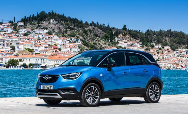 Το Opel Crossland X θα διατίθεται με πέντε εκδόσεις κινητήρων. Όλοι οι τρικύλινδροι βενζινοκινητήρες και οι τετρακύλινδροι diesel είναι υπερσύγχρονες αλουμινένιες μονάδες με κορυφαία απόδοση. Βασικός βενζινοκινητήρας είναι ο 1.2-L με 60 kW/81 hp (κατανάλωση στον κύκλο NEDC: στην πόλη 6,4 l/100 km, εκτός πόλης 4,4 l/100 km, μικτός κύκλος 5,1 l/100 km, εκπομπές CO2 114 g/km). Ακολουθεί ο 1.2 Turbo με άμεσο ψεκασμό βενζίνης σε τρεις διαφορετικές εκδόσεις. Η πολύ οικονομική έκδοση ECOTEC διατίθενται με πεντατάχυτο κιβώτιο βελτιστοποιημένων τριβών (κατανάλωση στον κύκλο NEDC: στην πόλη 5,6 l/100 km, εκτός πόλης 4,2 l/100 km, μικτός κύκλος 4,8 l/100 km, εκπομπές CO2 109 g/km) και αποδίδει 81 kW/110 hp. Εξίσου ισχυρός είναι ο τρικύλινδρος 1.2‑liter Turbo που συνδυάζεται με ένα εξατάχυτο αυτόματο κιβώτιο (κατανάλωση στον κύκλο NEDC: στην πόλη 6,3 l/100 km, εκτός πόλης 4,8 l/100 km, μικτός κύκλος 5,3 l/100 km, εκπομπές CO2 121 g/km). Και οι δύο κινητήρες ήδη αποδίδουν κορυφαία ροπή 205 Nm στις 1.500 rpm, με το 95% διαθέσιμο σε όλο το ωφέλιμο εύρος στροφών μέχρι τις 3.500 rpm. Με πλούσια ισχύ στις χαμηλές στροφές, το Opel Crossland X συνδυάζει εξαιρετική οδική συμπεριφορά και κατανάλωση. Κορυφαίος βενζινοκινητήρας είναι ο 1.2 Turbo με 96 kW/130 hp, μέγιστη ροπή 230 Nm από τις 1.750 rpm (κατανάλωση στον κύκλο NEDC: στην πόλη 5,7 l/100 km, εκτός πόλης 4,6 l/100 km, μικτός κύκλος 5,0 l/100 km, εκπομπές CO2 114 g/km) και εξατάχυτο μηχανικό κιβώτιο. Επιταχύνει το Opel Crossland X από 0 στα 100 σε 9,1 δεύτερα μέχρι την τελική ταχύτητα των 206 km/h. Η γκάμα περιλαμβάνει επίσης τρεις κινητήρες turbo diesel. Ο 1.6 diesel αποδίδει 73 kW/99 hp και προσφέρει μέγιστη ροπή 254 Nm στις 1.750 rpm (κατανάλωση στον κύκλο NEDC: στην πόλη 4,5 l/100 km, εκτός πόλης 3,4 l/100 km, μικτός κύκλος 3,8 l/100 km, εκπομπές CO2 99 g/km).