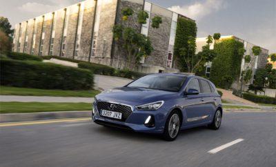 """Το Νέο Hyundai i30 κατακτά πέντε αστέρια στο Euro NCAP • Το Νέο Hyundai i30 κατέκτησε τη μέγιστη βαθμολογία πέντε αστέρων σύμφωνα με το νέο αναθεωρημένο σύστημα βαθμολόγησης • Το νέο 5-θυρο i30 είναι το πρώτο αυτοκίνητο στην κατηγορία του που βραβεύτηκε με αυτό το σκορ • Απέσπασε κορυφαία βαθμολογία σε κατηγορίες ενηλίκων επιβατών, παιδιών, πεζών και συστημάτων υποβοήθησης ασφαλείας Το Νέο i30 της Hyundai Motor κατέκτησε τη μέγιστη βαθμολογία ασφαλείας πέντε αστέρων από τον ανεξάρτητο οργανισμό αξιολόγησης οχημάτων Euro NCAP. Αυτό το αποτέλεσμα υπογραμμίζει την επιτυχημένη προσέγγιση της Hyundai να προσφέρει προηγμένες τεχνολογίες και χαρακτηριστικά ασφαλείας σε όλη τη γκάμα του i30. Το Νέο i30 απέσπασε κορυφαίες βαθμολογίες στις κατηγορίες ασφαλείας """"Ενηλίκων επιβατών"""", """"παιδιών"""", """"πεζών"""" και στα συστήματα """"υποβοήθησης ασφαλείας"""", αποδεικνύοντας ότι το 5-θυρο i30 είναι ένα από τα πιο ασφαλή και καλύτερα εξοπλισμένα οχήματα στην κατηγορία του. """"Η αξιοπιστία των πέντε αστέρων από τον Euro NCAP για το 5-θυρο i30 αποδεικνύει τις έντονες προσπάθειές μας να προσφέρουμε τις πιο προηγμένες λύσεις ασφαλείας και τεχνολογίας για τους πελάτες μας"""", δήλωσε ο κ. Thomas A. Schmid, Chief Operating Officer της Hyundai Motor Europe. """"Είμαστε περήφανοι που είμαστε ο πρώτος κατασκευαστής αυτοκινήτων που κατακτά πέντε αστέρια σε αυτή την κατηγορία σύμφωνα με το νέο αναθεωρημένο σύστημα βαθμολόγησης. Με το βέλτιστο πρότυπο πακέτο ασφάλειας, το i30 ικανοποιεί τις υψηλότερες προσδοκίες των πελατών"""". Τα αποτελέσματα των δοκιμών του Euro NCAP έδωσαν ιδιαίτερη έμφαση στο σύστημα AEB, συμπεριλαμβανομένου του Συστήματος Προειδοποίησης Μετωπικής Πρόσκρουσης και Ανίχνευσης Πεζών (Front Collision Warning System and Pedestrian Detection), ένα προηγμένο χαρακτηριστικό ενεργητικής ασφάλειας του i30 που ειδοποιεί τους οδηγούς σε καταστάσεις έκτακτης ανάγκης, με αυτόματη πέδηση, εάν απαιτείται. Επιπλέον, απονεμήθηκε από τον Euro NCAP κορυφαία βαθμολογία στο Σύστημα Υποβοήθησης Διατήρησης Λωρίδας(LKAS)"""