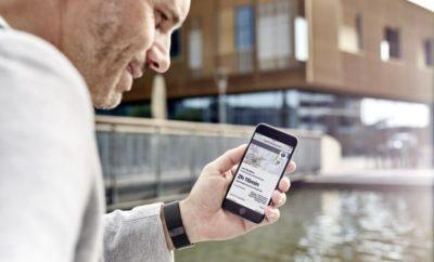 Στις αρχές του 2017, η BMW χρησιμοποίησε την πρόσφατα λανσαρισμένη Σειρά 5 και το BMW Connected Onboard – ντεμπούτο στο νέο μοντέλο – για να δείξει τις δυνατότητες που ανοίγουν οι ψηφιακές υπηρεσίες στο τομέα της εξατομίκευσης. Ήταν ένα σημαντικό βήμα στο δρόμο για τη δημιουργία ενός συνολικού ψηφιακού προφίλ πελατών, προσφέροντας μία εξατομικευμένη εμπειρία μετακίνησης, που λειτουργεί όχι μόνο στη BMW του πελάτη αλλά και σε άλλα μοντέλα της μάρκας. Είναι ένας σημαντικός στόχος συνδεσιμότητας για το BMW Group. Έτσι, η εταιρία σηματοδοτεί την έναρξη μιας νέας εποχής εξατομικευμένων υπηρεσιών στο Innovation Days 2017 με τη μορφή του BMW Connected+. Το BMW Connected+ αποτελεί μία ψηφιακή γέφυρα μεταξύ smartphone και οχήματος. Προσφέρει το επόμενο επίπεδο εξατομίκευσης μέσα στο αυτοκίνητο και ενσωμάτωσης περιεχομένου smartphone στην οθόνη ελέγχου Control Display, κάνοντας την απεικόνιση και λειτουργία μέσα στο όχημα απλούστερη από ποτέ. Ταυτόχρονα λανσάρονται νέες υπηρεσίες που βοηθούν στον προγραμματισμό της ατομικής μετακίνησης και τους χρήστες να βρίσκουν το δρόμο τους στον όλο και πιο περίπλοκο κόσμο. Για το BMW Group, η εξατομίκευση είναι το μυστικό για να παραμένει πλήρως συντονισμένο με τις ανάγκες των πελατών και να υποστηρίζει τη χρήση smartphone μέσα και έξω από το αυτοκίνητο. Νέες υπηρεσίες από το BMW Connected +. Το BMW Connected με την ενσωματωμένη υπηρεσία ConnectedDrive έχει εξελιχθεί με γνώμονα τις ανάγκες του οδηγού BMW. Οι πελάτες θέλουν να είναι παραγωγικοί κατά τη διάρκεια του ταξιδιού του, κυρίως οι επιχειρηματίες. Για το σκοπό αυτό, οι ψηφιακές υπηρεσίες και τα στοιχεία παραγωγικότητας του BMW Connected βοηθούν τους οδηγούς να είναι όσο το δυνατόν πιο παραγωγικοί με το καθημερινό τους πρόγραμμα – μέσα κι έξω από το αυτοκίνητο – ώστε να μπορούν να απολαμβάνουν περισσότερο προσωπικό χρόνο. Send my Routes to Car: Ο προγραμματισμός διαδρομών μέσω ενός smartphone είναι τώρα ευκολότερη από ποτέ. Μετά την εισαγωγή του προορισμού, το BMW Connected+ ελέγχει