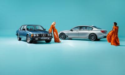 """Επί τέσσερις δεκαετίες, το διακριτικό """"7"""" σε μία BMW θεωρείται παγκόσμιο σύμβολο πολυτέλειας, οδηγικής απόλαυσης και καινοτομίας. Με τα κορυφαία μοντέλα της γκάμας του, ο κατασκευαστής premium αυτοκινήτων κάνει μία επίδειξη απαράμιλλης τεχνολογικής υπεροχής και τεχνογνωσίας που αποτυπώνονται στην κορυφαία άνεση, το προηγμένο στυλ και την ασυμβίβαστη ποιότητα. Ο παραδοσιακός συνδυασμός καινοτομίας και πολυτέλειας επηρεάζει έντονα το χαρακτήρα των πολυτελών sedan ακόμα και στην έκτη γενιά τους, κάτι που γίνεται ακόμα πιο αισθητό στη BMW 7 Series Edition 40 Jahre. Με αποκλειστικά σχεδιαστικά στοιχεία εξωτερικού και εσωτερικού, οι εκδόσεις Edition τονίζουν την κλασική κομψότητα και το προηγμένο στυλ των πολυτελών sedan. Η BMW 7 Series Edition 40 Jahre θα κάνει το παγκόσμιο ντεμπούτο της στο Διεθνές Σαλόνι Αυτοκινήτου της Φρανκφούρτης 2017 (IAA). Τα μοντέλα BMW 7 Series Edition 40 Jahre θα κατασκευαστούν σε περιορισμένο αριθμό 200 αντιτύπων, προσαρμοσμένων στις απαιτήσεις του κάθε πελάτη στο εργοστάσιο της BMW στο Dingolfing, που θεωρείται η 'κοιτίδα' αυτών των πολυτελών sedan από το 1977. Η τεχνογνωσία που έχει αποκτηθεί, θα αποτελέσει την τέλεια βάση για την παραγωγή της επετειακής έκδοσης, της οποίας ο αποκλειστικός χαρακτήρας αναδεικνύεται μέσα από μοντέρνες εξωτερικές αποχρώσεις και έξυπνες λεπτομέρειες του εσωτερικού. Τα επετειακά μοντέλα θα διατίθενται από τον Οκτώβριο του 2017 με στάνταρ ή μακρύ μεταξόνιο σε συνδυασμό με όλους τους εξακύλινδρους, οκτακύλινδρους και δωδεκακύλινδρους κινητήρες της BMW Σειράς 7 (κατανάλωση μικτού κύκλου: 12,8 – 2,1 l/100 km, εκπομπές CO2 στο μικτό κύκλο: 294 – 49 g/km), με προαιρετική τεχνολογία ευφυούς τετρακίνησης BMW xDrive και σε έκδοση BMW iPerformance Automobile με plug-in υβριδικό σύστημα κίνησης. Εκφραστικά χρώματα, αποκλειστικά υλικά, μέγιστη κατασκευαστική ακρίβεια. Επιβλητική παρουσία, σπορ φινέτσα και εντυπωσιακή αισθητική χαρακτηρίζουν το εξωτερικό της BMW Σειράς 7. Εκτός από την ευρυχωρία και τη σύγχρονη λειτουργικότητ"""
