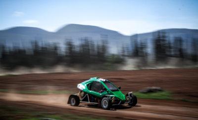 Speedcar, η νέα αντιπροσωπεία οχημάτων KartCross από τις ΠΛΕΙΑΔΕΣ MOTORS AE Η εταιρεία Πλειάδες Motors ΑΕ με χαρά ανακοινώνει την συνεργασία της με την Industrias Lahoz, αναλαμβάνοντας από τον Ιούλιο του 2017, την αποκλειστική πώληση και υποστήριξη των προϊόντων της Speedcar στην Ελλάδα. Η αγάπη του για το KartCross οδήγησε τον Γιάννη Χεκιμιάν, Πρόεδρο και Διευθύνοντα Σύμβουλο της Πλειάδες Motors ΑΕ, επίσημου εισαγωγέα της Subaru στην Ελλάδα, να αναζητήσει και να φέρει την αντιπροσωπεία της κορυφαίας ισπανικής εταιρείας και κατασκευάστριας οχημάτων autocross και αναβάσεων. Η Industrias Lahoz βρίσκεται στην πόλη Golmes στην περιοχή Lleida της Ισπανίας. Πίσω από την σχεδίαση και παραγωγή των οχημάτων Speedcar βρίσκεται ο πρωτοπόρος Delfin Lahoz. Ο Delfin Lahoz ήταν αυτός, που το 1998 παρουσίασε το πρώτο Speedcar, ένα compact όχημα autocross με εκπληκτικές επιδόσεις. Με συνεχείς βελτιώσεις σε όλες του τις κατασκευές, τα οχήματα του Lahoz έχουν διαπρέψει στους αγώνες autocross, πετυχαίνοντας τις περισσότερες νίκες τόσο σε εθνικό (Ισπανία) όσο και σε διεθνές επίπεδο. Το 2004 ιδρύθηκε η εταιρεία Industrias Lahoz, για να ενσωματώσει την παραγωγή αλλά και την εμπορική εκμετάλλευση των οχημάτων Speedcar, τα οποία διατίθενται πλέον σε διάφορες χώρες ανά την υφήλιο. Η επιμονή του Delfin στην ποιότητα και στην αξιοπιστία έχει ως αποτέλεσμα μια γκάμα εξαιρετικών οχημάτων τα οποία ακούν στα ονόματα XTREM, TTX (autocross) και GTR (αναβάσεις/ πίστα). Δεν είναι τυχαίο άλλωστε πως οι κορυφαίοι οδηγοί στον κόσμο οδηγούν ένα Speedcar (Sainz, Alonso, Gronholm, Hirvonen, Al-Attiyah, Sordo, Martin κ.ά.). Στη χώρα μας οι αγώνες τύπου autocross δείχνουν πρόσφατα μια άνθηση. Ο θεσμός των Dirt Games, με όλο και περισσότερες συμμετοχές και αυξανόμενο ενδιαφέρον, τόσο από πλευράς αγωνιζομένων όσο και από πλευράς θεατών, δείχνει τον δρόμο σε αυτήν την καινούργια μορφή μηχανοκίνητου αθλητισμού. Η Πλειάδες Motors θα ανακοινώσει σύντομα την πλήρη διαμόρφωση των δραστηριοτήτων της στον χώρο αυτό (au