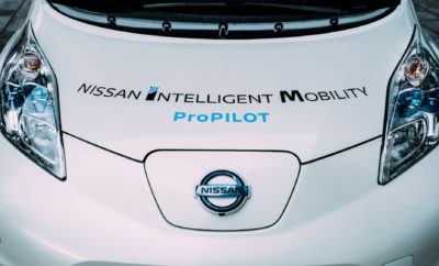 Ντεμπούτο για το νέο Nissan LEAF με ProPILOT Park στις 6 Σεπτεμβρίου. Η Nissan αποκάλυψε ότι το νέο Nissan LEAF θα είναι το πρώτο όχημα στην γκάμα της που θα εφοδιάζεται με το ProPILOT Park. Η συγκεκριμένη τεχνολογία, βοηθά τους οδηγούς να σταθμεύουν με αυτοματοποιημένο τρόπο στα επιλεγμένα σημεία στάθμευσης. Το ProPILOT Park έρχεται για να απελευθερώσει τους οδηγούς από ένα από τα πιο κουραστικά, και κατά καιρούς πιο απαιτητικά, καθήκοντα οδήγησης. Με το συγκεκριμένο σύστημα, ενισχύεται η εμπιστοσύνη του οδηγού για ένα τέλειο παρκάρισμα. Οι αισθητήρες και οι κάμερες στο νέο Nissan LEAF, καθοδηγούν αβίαστα το αυτοκίνητο σε παράλληλο, γωνιακό, εμπρόσθιο ή σε ευθεία σημείο στάθμευσης, βοηθώντας τον οδηγό στην όλη διαδικασία. Ο οδηγός ενεργοποιεί την τεχνολογία σε τρία εύκολα βήματα, παρακολουθεί την περιοχή γύρω από το όχημα και εφαρμόζει τα φρένα εάν αυτό είναι απαραίτητο. Η ανάπτυξη της τεχνολογίας ProPILOT αποτελεί μέρος του Nissan Intelligent Mobility, του οράματος της Nissan για τον τρόπο με τον οποίο τα αυτοκίνητα θα οδηγούνται, κινούνται αλλά και θα ενσωματώνονται στην κοινωνία. Σήμερα, το Nissan LEAF είναι το ηλεκτροκίνητο όχημα με τις περισσότερες πωλήσεις παγκοσμίως, με περισσότερα από 270.000 πωληθέντα αυτοκίνητα. Για τις πιο πρόσφατες πληροφορίες και σχετικές ενημερώσεις, ακολουθήστε το #Nissan #LEAF #ElectrifyTheWorld.