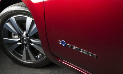 """Η Nissan τα """"βάζει"""" με την ηχορύπανση… Θέλοντας να αναδείξει τη μάστιγα της ηχορύπανσης που ταλανίζει τις μεγαλουπόλεις, η Nissan δημιούργησε μια σειρά από 3 μικρά videos που μπορείτε να δείτε στο http://bit.ly/2v3Ip1U και """"απεικονίζουν"""" την αξία της γαλήνης στην ζωή των ανθρώπων. Καθημερινά, 120 εκατομμύρια Ευρωπαίοι επηρεάζονται από την ηχορύπανση, όπου το 70 με 80% των επιβλαβών επιπέδων αυτής, προκαλούνται από την κυκλοφορία των οχημάτων. Με περισσότερα αμιγώς ηλεκτροκίνητα οχήματα στους δρόμους όπως το Nissan LEAF, οι πόλεις μπορούν να γίνουν πιο ήσυχες και ευχάριστες. Αξίζει να σημειωθεί πως σήμερα, το Nissan LEAF είναι το ηλεκτροκίνητο όχημα με τις περισσότερες πωλήσεις παγκοσμίως, με πάνω από 270.000 πωληθέντα αυτοκίνητα. Για τις πιο πρόσφατες πληροφορίες και σχετικές ενημερώσεις, ακολουθήστε τα #NissanElectric #ElectrifyTheWorld."""