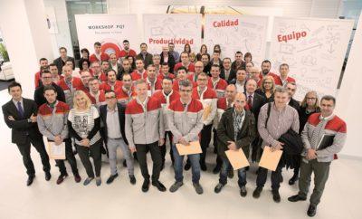 """H SEAT εξοικονομεί 13,8 εκατομμύρια ευρώ χάρη στην καμπάνια """"Ideas for Improvement"""" / Η πρωτοβουλία παρέχει στους εργαζόμενους forums κατάθεσης προτάσεων & ιδεών / Κατά τη διάρκεια του προηγούμενου έτους υποβλήθηκαν 13.693 ιδέες, εκ των οποίων οι μισές έλαβαν χρηματικά έπαθλα επιβράβευσης / 6.000 προτάσεις κατατέθηκαν το πρώτο εξάμηνο του 2017 Το πρόγραμμα της SEAT """"Ideas for Improvement"""", το οποίο ενθαρρύνει τη συμμετοχή των εργαζόμενων στην εξοικονόμηση πόρων και στη βελτίωση διεργασιών, το προηγούμενο έτος πέτυχε μία πολύ σημαντική εξασφάλιση πόρων για την εταιρεία. Το 2016, η SEAT κατάφερε να εξοικονομήσει σχεδόν 13,8 εκατομμύρια ευρώ χάρη στις 13.693 συνολικά προτάσεις και ιδέες βελτίωσης που υποβλήθηκαν από τους ίδιους τους υπαλλήλους της. Οι εργαζόμενοι στη SEAT παρουσίασαν τις προτάσεις τους για βελτίωση των διαδικασιών, συμβάλλοντας με αυτό τον τρόπο στο όραμα τους για πιο αποτελεσματικότερη λειτουργία της εταιρείας. Σχεδόν οι μισές από τις προτάσεις άξιζαν ένα βραβείο για τη πρωτοτυπία τους, τη δυνατότητα εφαρμογής ή το όφελος για την εταιρεία. Συνολικά, η SEAT έδωσε σαν επιβράβευση περίπου δύο εκατομμύρια ευρώ συνολικά στους εργαζόμενους για τη συνεισφορά τους με προτάσεις σε δέκα κατηγορίες: Προϊόν, Εγκαταστάσεις, Εργονομία, Ενέργεια, Εξοικονόμηση Πόρων, Ευκολία, Βελτίωση διαδικασίας, Ποιότητα, Περιβάλλον και Καινοτομία. Μία από τις πιο πρωτότυπες ιδέες θεωρείται το ρομπότ οδήγησης που ελέγχει την κατεύθυνση και την ταχύτητα των αυτοκινήτων στις δοκιμές του συστήματος υποβοήθησης οδηγού. Το σύστημα που δημιουργήθηκε χρησιμοποιεί εσωτερικούς πόρους που ορίζουν με ακρίβεια τη ταχύτητα και τη πορεία που πρέπει να ακολουθεί ένα αυτοκίνητο. Χάρη σε αυτή την ιδέα δεν υπάρχει πλέον ανάγκη για συστήματα εμπορίου τα οποία είναι ακριβά στην αγορά, στη συντήρηση και στη προσαρμογή τους στα οχήματα SEAT. Αντίστοιχα, κατά του πρώτους έξι μήνες του 2017, στα πλαίσια του προγράμματος """"Ideas for Improvement"""", υποβλήθηκαν συνολικά 6.000 νέες ιδέες. Το πρόγραμμα συνεχίζει"""
