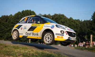Νίκη της Opel με τον Aleks Zawada στο Barum Czech Rally Zlín Ατυχίες για τους εργοστασιακούς οδηγούς της Opel Chris Ingram και Jari Huttunen Πλασματική η κατάταξη στο ERC Junior λόγω του κανονισμού που επιτρέπει την απόρριψη αποτελεσμάτων Το Opel Rallye Junior Team δέχτηκε την πρώτη του ήττα στο Barum Czech Rally Zlín εδώ και πάνω από ένα χρόνο που συμμετέχει στο Πρωτάθλημα FIA ERC Junior U27. Λόγω των προβλημάτων που αντιμετώπισαν στο γεμάτο στροφές ασφάλτινο ράλι της Τσεχίας οι μέχρι πρότινος επικεφαλής της βαθμολογίας εργοστασιακοί οδηγοί της Opel, Chris Ingram (23 ετών από το Μάντσεστερ της Αγγλίας) και Jari Huttunen (23 ετών από το Kiuruvesi της Φινλανδίας), ένας τρίτος οδηγός με Opel, ο Πολωνός Alex Zawada στο τιμόνι ενός πελατειακού ADAM R2, προηγείται πλέον στη βαθμολογία του FIA ERC Junior U27 μετά την ολοκλήρωση του τέταρτου από τους έξι αγώνες της σεζόν. Ωστόσο, η κατάταξη είναι πλασματική. Με δεδομένο ότι μόνο τέσσερα αποτελέσματα θα μετρήσουν για τον τίτλο, οι οδηγοί που συμμετέχουν σε όλους τους αγώνες της περιόδου, έχουν τη δυνατότητα να απορρίψουν δύο αγώνες από την τελική βαθμολογία τους. Οι Ingram και Huttunen ελπίζουν ότι το αποτέλεσμα στο Barum θα είναι ένα από τα δύο αποτελέσματα προς απόρριψη. Ο Βρετανός έχασε τεσσεράμισι λεπτά στην πρώτη κιόλας ειδική διαδρομή την Παρασκευή το βράδυ με ένα σπασμένο ψαλίδι στο ADAM R2, ενώ ένα σκασμένο ελαστικό του κόστισε άλλα δυόμισι λεπτά την επόμενη ημέρα. Έτσι, ενώ ο Ingram και ο συνοδηγός του Elliott Edmondson έφτασαν με άδεια χέρια στον τερματισμό του πρώτου σκέλους, τα έδωσαν όλα την τελευταία ημέρα και κέρδισαν το δεύτερο σκέλος αποκομίζοντας επτά βαθμούς. Όμως αυτό τους χάρισε μόνο την έβδομη θέση στη γενική κατάταξη του FIA ERC Junior U27. «Αυτό είναι χαρακτηριστικό των ράλι», είπε ο Ευρωπαίος Πρωταθλητής του ERC3 Chris Ingram. «Και δεν έχει γίνει κάτι σοβαρό μέχρι τώρα. Έχουμε ήδη κατακτήσει δύο νίκες μέσα στη σεζόν, κάτι που σημαίνει ότι όλα είναι στο χέρι μας στους τελευταίους δύο αγώνες στην Ιταλ