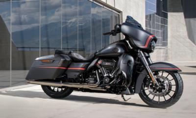 Περισσότερη ισχύς, άνεση και κράτημα για τις μοτοσικλέτες της σειράς τουρισμού της Harley-Davidson. Οι νέες CVO Street Glide, CVO Road Glide και CVO Limited οδηγούν τις εξελίξεις, και οι Street Glide Special και Road Glide Special ξεχωρίζουν για το κατάμαυρο και επιβλητικό τους στυλ. · Τρία νέα μοντέλα τουρισμού Custom Vehicle Operations™ (CVO) περιορισμένης παραγωγής · Διαθέτουν κινητήρες Milwaukee-Eight 117 με τον μεγαλύτερο κυβισμό που έχει χρησιμοποιηθεί ποτέ από την Harley-Davidson · Όλα τα μοντέλα CVO διαθέτουν κορυφαίο σύστημα Infotainment με ενσωματωμένη προηγμένη τεχνολογία επικοινωνίας και μονάδα διασύνδεσης ασύρματων ακουστικών. · Το ολόμαυρο χρώμα της Street Glide Special και της Road Glide Special υπογραμμίζει την σέξι και λεπτεπίλεπτη σιλουέτα των μοντέλων αυτών Η σειρά μοτοσικλετών της Harley-Davidson για το 2018 χαρακτηρίζεται από τις πιο εντυπωσιακές μοτοσικλέτες custom touring που έχουν βγει από το εργοστάσιο μέχρι σήμερα. Το στυλ τους κόβει την ανάσα, ενώ προσφέρουν πολυτέλεια, άνεση και ομαλή οδήγηση μέσα στην πόλη, αλλά και στο επαρχιακό οδικό δίκτυο. Τρία νέας αντίληψης μοντέλα τουρισμού μπαίνουν στη γκάμα των περιορισμένης παραγωγής Custom Vehicle Operations™ (CVO) με τον μεγαλύτερου κυβισμού κινητήρα που έχει τοποθετηθεί ποτέ από την Harley-Davidson. Παράλληλα, τα νέα Street Glide Special και Road Glide Special απέκτησαν σκοτεινό επιβλητικό στυλ. ΜΟΤΟΣΙΚΛΕΤΕΣ CUSTOM VEHICLE OPERATIONS 2018 Η παράδοση CVO για παροχή του απόλυτου στυλ, καινοτομίας και επιδόσεων στους πελάτες της Harley-Davidson συνεχίζεται και το 2018 με τα μοντέλα CVO Limited, CVO Street Glide και CVO Road Glide. Το κάθε μοντέλο προσφέρει στον ιδιοκτήτη του την μοναδική αίσθηση μιας μοτοσικλέτας περιορισμένης παραγωγής, κομμένης και ραμμένης στα μέτρα του από το ίδιο το εργοστάσιο, καθώς και διετή εγγύηση καλής λειτουργίας χωρίς κανένα περιορισμό στα διανυθέντα χιλιόμετρα. Καθένα από τα τρία μοντέλα διαθέτει την αναβαθμισμένη ισχύ Screamin' Eagle™ από εργοστασιακό κινητήρα Mil