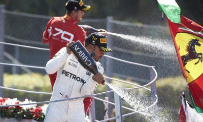 """Όπως ήταν αναμενόμενο σχεδόν όλοι οι οδηγοί επέλεξαν στρατηγική μιας αλλαγής ελαστικών: Πάρα πολύ μαλακή/μαλακή γόμα στο Ιταλικό Grand Prix. Νικητής ήταν ο οδηγός της Mercedes, Lewis Hamilton που πήρε προβάδισμα στη βαθμολογία με διαφορά 3 βαθμών. Ο οδηγός της Red Bull, Daniel Ricciardo, που εκκινούσε από τη 16η θέση λόγω ποινών ακολούθησε εναλλακτική στρατηγική. Ξεκίνησε με τη μαλακή γόμα και μετά έβαλε την πάρα πολύ μαλακή στο τελευταίο μέρος του αγώνα. Ο Αυστραλός πέτυχε και τον ταχύτερο γύρο αγώνα που ήταν κατά 2 δευτερόλεπτα πιο σύντομος από τον αντίστοιχο περσινό που είχε επιτευχθεί με ίδια γόμα ελαστικών. Σε συνέχεια της καταρρακτώδους βροχής το Σάββατο ο καιρός την Κυριακή ήταν στεγνός με θερμοκρασία περιβάλλοντος στους 28 βαθμούς Κελσίου και θερμοκρασία οδοστρώματος στους 37 βαθμούς Κελσίου. ΜΑΡΙΟ ΙΣΟΛΑ – ΕΠΙΚΕΦΑΛΗΣ ΑΓΩΝΩΝ ΑΥΤΟΚΙΝΗΤΟΥ """"Μετά από ένα απρόβλεπτο ξεκίνημα στο τριήμερο, ο αγώνας εξελίχθηκε ακριβώς όπως τον περιμέναμε, καθώς σχεδόν όλοι οι οδηγοί ακολούθησαν στρατηγική μιας αλλαγής ελαστικών. Ο Daniel Ricciardo έκανε άριστη χρήση μιας εναλλακτικής στρατηγικής και κέρδισε 12 θέσεις. Ο ταχύτερος γύρος που σημείωσε δεικνύει πόσο ταχύτερο είναι το φετινό σύνολο μονοθεσίου/ελαστικών παρά το γεγονός ότι η Μόντσα αποτελείται κυρίως από ευθείες». ΤΑΧΥΤΕΡΟΣ ΧΡΟΝΟΣ ΑΝΑ ΓΟΜΑ - Hamilton 1m 23.488s Ricciardo 1m 23.361s - Bottas 1m 23.722s Verstappen 1m 24.351s - Vettel 1m 23.897s Hamilton 1m 24.770s ΜΕΓΑΛΥΤΕΡΗ ΑΠΟΣΤΑΣΗ ΣΤΟΝ ΑΓΩΝΑ ΓΟΜΑ ΟΔΗΓΟΣ ΓΥΡΟΙ MEΣΗ - - ΜΑΛΑΚΗ Hulkenberg 43 ΠΟΛΥ ΜΑΛΑΚΗ Bottas-Vandoorne 33 ΜΕΤΡΗΤΗΣ ΑΛΗΘΕΙΑΣ Ο Lewis Hamilton κέρδισε τον αγώνα ακολουθώντας στρατηγική μια αλλαγής ελαστικών. Εκκίνησε με την πολύ μαλακή γόμα και έβαλε τη μαλακή στον 32ο γύρο, κάτι αναμενόμενο. Ο έτερος οδηγός της Mercedes, Valtteri Bottas ακολούθησε πανομοιότυπη στρατηγική, σταμάτησε 1 γύρο μετά το Hamilton και είδε τη καρό σημαία 5 δευτερόλεπτα μετά το νικητή. Αμφότεροι ακολούθησαν τη στρατηγική που είχαμε ξεκάθαρα επιλέξει ως νικητήρια πριν τον αγώνα."""