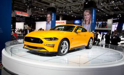 Νέα Μοντέλα Ford Mustang, EcoSport & Tourneo Custom Πρωτοστατούν στο Περίπτερο της Ford στην Έκθεση Αυτοκινήτου Φρανκφούρτης 2017 • Ταχύτερη & κομψότερη, η θρυλική Ford Mustang, ικανότερο & πιο άνετο το EcoSport SUV, πιο ευέλικτο & ποιοτικό το επιβατικό Tourneo Custom κάνουν ντεμπούτο στη Φρανκφούρτη • Νέα Mustang με 5.0L V8 κινητήρα 450 ίππων, νέο 10-τάχυτο αυτόματο κιβώτιο και προσαρμοζόμενη ανάρτηση MagneRide για απόλυτες επιδόσεις • Αναβαθμισμένο ποιοτικά το EcoSport με Intelligent AWD, νέο κινητήρα 1.5L EcoBlue diesel, μεγαλύτερη εξατομίκευση. Tourneo Custom με την καλύτερη ευελιξία καθισμάτων στην κατηγορία • Ντεμπούτο και για το Ranger Black Edition. Αποκλειστική έκδοση Ford GT '67 Heritage δίπλα στην ολοκληρωμένη γκάμα Fiesta, και τις σειρές ST-Line και Ford Performance Η Ford γιόρτασε το Ευρωπαϊκό ντεμπούτο της ισχυρότερης, νέας σπορ Ford Mustang, του ικανότερου EcoSport SUV και της αναβαθμισμένης ποιοτικής έκδοσης Tourneo Custom στην Έκθεση Αυτοκινήτου της Φρανκφούρτης 2017. Τα νέα μοντέλα Mustang, EcoSport και Tourneo Custom πλαισιώνει το νέο Ranger Black Edition pickup – μία έκδοση περιορισμένης παραγωγής 2.500 αντιτύπων – σε πρώτη εμφάνιση. Η Ford κάνει μία επίδειξη της ποικίλης Ευρωπαϊκής γκάμας της στη Φρανκφούρτη, από τη νέα έκδοση του Ford Fiesta – που απαριθμεί παραγωγή 18 εκατομμυρίων μονάδων σε τέσσερις δεκαετίες - μέχρι το αποκλειστικό Ford GT – που περιορίζεται σε μόλις 1.000 οχήματα τα τέσσερα χρόνια επιβεβαιωμένης παραγωγής και εκτίθεται σε έκδοση '67 Heritage. «Το εύρος της προϊοντικής γκάμας της Ford επιτρέπει την προσφορά προσιτών καινοτομιών και προηγμένων τεχνολογιών σε πελάτες όλων των τύπων οχημάτων. Η έρευνά μας πάνω στα χειριστήρια και τις οθόνες για το supercar υπερυψηλών επιδόσεων Ford GT έχει επηρεάσει την ψηφιακή οθόνη 12-ιντσών της νέας μας Ford Mustang, και την εργονομική διάταξη χειριστηρίων του νέου EcoSport,» δήλωσε ο Steven Armstrong, group vice president & president, Ευρώπης, Μ. Ανατολής & Αφρικής, της Ford Motor Company. 