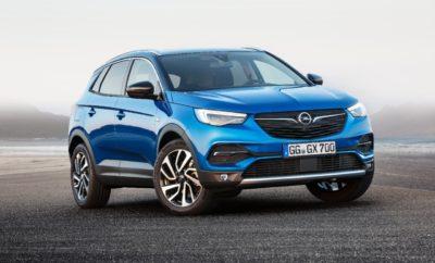 """Η ολοκληρωμένη φιλοσοφία ασφάλειας του Grandland X επιβεβαιώνεται στα crash tests του Euro NCAP Αυτόματο Φρενάρισμα Έκτακτης Ανάγκης & Σύστημα Αναγνώρισης Κόπωσης Οδηγού, προαιρετικά Ο """"Φύλακας Άγγελος"""" του Opel OnStar εξασφαλίζει πρόσθετη ξεγνοιασιά Στις τελευταίες αξιολογήσεις ασφάλειας που δημοσιεύτηκαν σήμερα, ο οργανισμός Euro NCAP βαθμολόγησε το νέο συμπαγές SUV Opel Grandland X με άριστα, πέντε αστέρια, βάσει του σκορ που συγκέντρωσε σε τέσσερις τομείς ασφάλειας: προστασία ενηλίκων επιβατών, προστασία παιδιών, προστασία πεζών και συστήματα υποστήριξης ασφάλειας. Στα πλαίσια του Euro NCAP, δοκιμάστηκε επίσης το προαιρετικό Αυτόματο Φρενάρισμα Έκτακτης Ανάγκης (Automatic Emergency Braking), το οποίο οι πελάτες του Grandland X μπορούν να παραγγείλουν επιπλέον του στάνταρ εξοπλισμού ασφάλειας. Σύμφωνα με το Euro NCAP, το σύστημα λειτούργησε θαυμάσια σε όλες τις δοκιμές. Εκτός από το Αυτόματο Φρενάρισμα Έκτακτης Ανάγκης, το Opel Grandland X προσφέρει πρόσθετα συστήματα υποστήριξης και ασφάλειας πρώτης κατηγορίας. Το Σύστημα Αναγνώρισης Κόπωσης Οδηγού (Driver Drowsiness System), για παράδειγμα, μπορεί να ανιχνεύσει σημάδια κόπωσης και να υπενθυμίζει στους οδηγούς να κάνουν τακτικά διαλείμματα κατά τη διάρκεια μεγάλων ταξιδιών. Ο νέος διεκδικητής της Opel στην πολύ ανταγωνιστική αγορά των SUV, προσφέρει βέλτιστη νυχτερινή ορατότητα χωρίς να ενοχλεί τους άλλους οδηγούς. Οι προαιρετικοί προβολείς AFL LED παράγουν ένα λαμπερό, λευκό φως που μετατρέπει αποτελεσματικά τη νύχτα σε μέρα και προσαρμόζεται αυτόματα στην οδηγική κατάσταση. Ξεγνοιασιά για τους οδηγούς του Grandland X παρέχει το σύστημα Opel OnStar[1]. Εκτός από υπηρεσίες όπως Υποστήριξη Κλεμμένου Οχήματος (Stolen Vehicle Assistance) ή Wi-Fi Hotspot για άριστη συνδεσιμότητα, το σύστημα προσωπικής υποστήριξης και συνδεσιμότητας μπορεί να βοηθήσει τους κουρασμένους οδηγούς να βρουν ένα χώρο στάθμευσης[2] ή να κλείσουν δωμάτιο σε ξενοδοχείο[3]. Σε περίπτωση έκτακτης ανάγκης, ο """"φύλακας άγγελος"""" ανταποκρίνεται αυτό"""