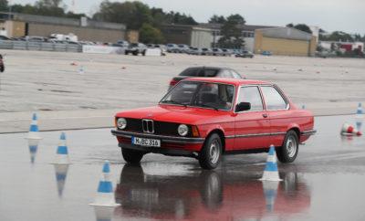 Το 1977, η BMW ήταν ο πρώτος κατασκευαστής αυτοκινήτων στον κόσμο που προσέφερε εκπαίδευση και έγινε πρωτοπόρος στον τομέα αυτό. 40 χρόνια αργότερα, το BMW και MINI Driving Experience προσφέρει ποικίλες επιλογές εκπαίδευσης που επιτρέπουν στους συμμετέχοντες να αναπτύξουν τα οδηγικά προσόντα τους σε ατομική βάση. Μπορούν να επιλέξουν από διάφορα εκπαιδευτικά προγράμματα με σημερινά μοντέλα BMW και MINI, ενώ υπάρχουν σεμινάρια και για μοτοσικλετιστές. Επίσης, το BMW Customised Experience συγκεντρώνει όλα τα διαθέσιμα οχήματα, τα είδη εγκαταστάσεων (πίστες) και τα θέματα εκπαίδευσης σε ένα ειδικά προσαρμοσμένο, εξατομικευμένο σεμινάριο. Στο πλαίσιο της επετειακής εκδήλωσης στις εγκαταστάσεις της BMW και MINI Driving Academy στο Maisach, οι δημοσιογράφοι είχαν την ευκαιρία να δοκιμάσουν μοντέλα BMW από διάφορες εποχές, υπό την επίβλεψη επαγγελματιών εκπαιδευτών, και να βιώσουν την αίσθηση της αυτοκίνησης στο παρελθόν, το παρόν και το μέλλον. «Το BMW και MINI Driving Experience βοηθά τον κόσμο να βιώσει τη γνήσια οδηγική απόλαυση με την εκπαίδευση οδηγών εδώ και 40 χρόνια και δημιουργεί μία άμεση σύνδεση με τον πελάτη», σχολιάζει ο Frank van Meel, Πρόεδρος Δ.Σ. της BMW M GmbH. «Δεν υπάρχει καλύτερος τρόπος να μάθεις τη συμπεριφορά ενός οχήματος BMW, BMW M ή MINI από την επαγγελματική εκπαίδευση που προσφέρουν οι έμπειροι εκπαιδευτές του BMW και MINI Driving Experience. Όσοι είχαν την χαρά να δαμάσουν τους ίππους από τα BMW M μοντέλα κατά τη διάρκεια εκπαιδευτικών σεμιναρίων (drift ή σε πίστα), ξέρουν επακριβώς για τι πράγμα μιλάω. Το BMW και MINI Driving Experience έχει μακρά ιστορία και είναι παράλληλα άρτια οργανωμένο για να ανταποκριθεί τις προκλήσεις του μέλλοντος. Κορυφαία θέματα όπως ηλεκτροκίνηση, καινοτόμα συστήματα υποστήριξης και φιλοσοφίες αυτόνομης οδήγησης αποτελούν ενότητες της σημερινής εκπαίδευσης. Πιστεύουμε ότι το BMW και MINI Driving Experience θα εξακολουθήσει να είναι η πιο συναισθηματική εμπειρία προϊόντος και μάρκας στο BMW Group και θα παραμείνει