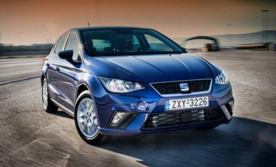 Οι πωλήσεις της SEAT αυξάνονται περισσότερο από 17% τον Αύγουστο / Η SEAT παραδίδει περισσότερα από 315.000 αυτοκίνητα στους πρώτους οκτώ μήνες του 2017 / Το νέο Arona crossover, το CUPRA R και το Ibiza TGI κάνουν το ντεμπούτο τους στο Σαλόνι Αυτοκινήτου της Φρανκφούρτης Η φετινή αύξηση των πωλήσεων της SEAT δεν επιβραδύνθηκε καθόλου κατά τη διάρκεια των καλοκαιρινών διακοπών. Τον Αύγουστο, ένα μήνα κατά τον οποίο ιστορικά καταγράφονται οι χαμηλότεροι ετήσιοι όγκοι στις περισσότερες αγορές, η SEAT παρέδωσε 29.700 οχήματα, το οποίο ισοδυναμεί με αύξηση 17,3% σε σχέση με τον Αύγουστο του 2016 (25.300). Με αυτή την αύξηση, οι πωλήσεις της SEAT από τον Ιανουάριο μέχρι τον Αύγουστο αυξήθηκαν κατά 13,7% συνολικά φτάνοντας συνολικά τα 315.100 οχήματα, 38.000 περισσότερες μονάδες από την ίδια περίοδο της περσινής χρονιάς. Ο Αντιπρόεδρος της SEAT για τις Πωλήσεις και το Marketing Wayne Griffiths επεσήμανε ότι «Ο Αύγουστος ήταν ένας ακόμη θετικός μήνας για να συνεχίσουμε την εδραίωση της συσσωρευμένης ανάπτυξης κατά τη διάρκεια του έτους και τη θέση μας ως μία από τις πιο γρήγορα αναπτυσσόμενες μάρκες στην Ευρώπη». Ο Griffiths πρόσθεσε ότι «την επόμενη εβδομάδα θα ξεκινήσουμε τις πωλήσεις του Arona, του δεύτερου SUV μας, και πιστεύουμε ότι θα ακολουθήσει την ίδια θετική πορεία με το Ateca. Όλο και περισσότεροι πελάτες αγοράζουν SUV και το Arona, όπως και το Ateca, έχουν ως στόχο να γίνουν τα αυτοκίνητα ορόσημα στην κατηγορία τους». Από τον Ιανουάριο μέχρι τον Αύγουστο, η Ισπανία, όπου η SEAT κατέχει ηγετική θέση στην αγορά, βρίσκεται στην κορυφή της λίστας των παραδόσεων με 66.900 οχήματα (+20,4%). Η Γερμανία παρουσίασε διψήφια ανάπτυξη πωλήσεων με 8.600 παραδόσεις οχημάτων τον Αύγουστο και τα νούμερά της για το τρέχον έτος βελτιώθηκαν κατά 11,9% σε 65.100 αυτοκίνητα, ενώ το Ηνωμένο Βασίλειο ήρθε τρίτο, σημειώνοντας σταθερή ανάπτυξη πάνω από 20% (35.800 μονάδες +21,3%). Και στην χώρα μας ο Αύγουστος έκλεισε επίσης σημαντικά βελτιωμένος για την SEAT σε σχέση με την περσινή χρο