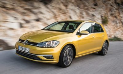 Volkswagen Golf 1.5 TSI EVO 130PS και 150PS ACT – Οι νέοι κινητήρες κάνουν ντεμπούτο στην Ελληνική αγορά» • Το Golf είναι το πρώτο μοντέλο της μάρκας που εφοδιάζεται με τη νέα γενιά κινητήρων βενζίνης 1.5 TSI EVO • Τα νέα μηχανικά σύνολα υψηλής τεχνολογίας αποδίδουν 130PS και 150PS • 1.5 TSI EVO 130PS ACT - Παγκόσμια καινοτομία σε μαζική παραγωγή: Κινητήρας βενζίνης τούρμπο με πτερύγια μεταβλητής γεωμετρίας (VTG), κύκλος Καύσης Miller με λειτουργία coasting και engine-off • Οικονομία καυσίμου – στα επίπεδα κινητήρων diesel – και σύστημα άμεσου ψεκασμού Common Rail Η Volkswagen συνεχίζει την παράδοση που έχει η μάρκα να ηγείται στην τεχνολογία των κινητήρων. Τα ιδιαίτερα εξελιγμένα μηχανικά σύνολα της νέας γενιάς κινητήρων 1.5 TSI EVO αποτελούν νέο σημείο αναφοράς σε επίπεδο καινοτομίας, τεχνολογίας αιχμής, εξαιρετικής απόδοσης και οικονομικής λειτουργίας. Ο 1.5 TSI EVO BlueMotion 130PS ACT - τo νέο τεχνολογικό θαύμα της Volkswagen – έχει χαρακτηριστικά που αποτελούν παγκόσμια καινοτομία σε μαζική παραγωγή κινητήρων βενζίνης. Με τη χρήση τούρμπο μεταβλητής γεωμετρίας (VTG) και κύκλο καύσης βασισμένο στον Κύκλο Miller με μία πολύ υψηλή σχέση συμπίεσης της τάξης του 12:1, η απόκριση του κινητήρα βελτιώνεται θεαματικά στις πολύ χαμηλές στροφές, εξαλείφοντας ουσιαστικά το φαινόμενο της υστέρησης απόκρισης (turbo lag) γεγονός που πιστοποιείται και από την μέγιστη απόδοση της ροπής των 200 Nm μόλις από τις 1.400 σ.α.λ. Ο 1.5 TSI EVO 150PS ACT επίσης προσφέρει τη μέγιστη ροπή του σε πολύ χαμηλό φάσμα στροφών, 250Nm από τις 1.500 σ.α.λ.. Η εντυπωσιακή απόδοση συνδυάζεται με χαμηλή κατανάλωση και εκπομπές CO2. 1.5 TSI EVO BlueMotion 130PS ACT • Μέση κατανάλωση 4.8l/100km και εκπομπές CO2 110g/km • Επιτάχυνση 0 -100 σε 9,1 δευτερόλεπτα και μέγιστη ταχύτητα 210 km/h 1.5 TSI EVO 150PS ACT • Μέση κατανάλωση 5,0l/100km και εκπομπές CO2 114g/km • Επιτάχυνση 0 -100 σε 8,3 δευτερόλεπτα και μέγιστη ταχύτητα 216 km/h Στο 4ης γενιάς Σύστημα άμεσου ψεκασμού Common Rail η ποσότητα και η δ