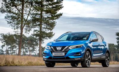 """Νέο Nissan QASHQAI : το καλύτερο που έγινε τέλειο ! Το Nissan Qashqai, το πρώτο σε πωλήσεις crossover στην Ευρώπη, τώρα είναι διαθέσιμο με σημαντικές βελτιώσεις που ολοκληρώνουν τον premium χαρακτήρα του. Οι αναβαθμίσεις επικεντρώνονται στον σύγχρονο, νέο εξωτερικό σχεδιασμό, στα ακόμα πιο υψηλά επίπεδα ποιότητας στο εσωτερικό, στην βελτιωμένη οδηγική εμπειρία, αλλά και στην προσθήκη νέων τεχνολογιών του Nissan Intelligent Mobility για την επίτευξη ακόμη μεγαλύτερων επιπέδων άνεσης, εμπιστοσύνης και αυτοπεποίθησης για οδηγό και επιβάτες. Το εύρος των αλλαγών στο νέο Qashqai, είναι προϊόν της τροφοδότησης από τις απόψεις και τα σχόλια των πελατών, με γνώμονα να ενισχυθεί περαιτέρω η θέση του μοντέλου ως αδιαμφισβήτητου ηγέτη στην κατηγορία του. Για τον λόγο αυτό, προστέθηκε στην γκάμα του μοντέλου και η έκδοση Techna+, με σκοπό να θέσει ένα νέο σημείο αναφοράς ως προς την πολυτέλεια στην κατηγορία των crossovers C-SUV. Όταν κυκλοφόρησε το 2007, το Qashqai ήταν πραγματικά πρωτοποριακό και απέσπασε επαίνους για τον χαρακτήρα του και την αυτοπεποίθηση που προσέφερε στον οδηγό του. Τώρα στην ανανεωμένη του έκδοση και χάρη σε κάποιες σημαντικές, αλλά """"αόρατες"""" στο γυμνό μάτι βελτιώσεις, ο χειρισμός και οι επιδόσεις του Qashqai αποκτούν ακόμα πιο εκλεπτυσμένη υπόσταση. Στα παραπάνω συμβάλλουν οι καινοτόμες τεχνολογίες που έχουν προστεθεί, ενώ άλλες έχουν αναβαθμιστεί με νέα χαρακτηριστικά ασφαλείας. Έτσι, για τους αγοραστές που αναζητούν νέα επίπεδα ευελιξίας στην οδήγηση, αλλά και μεγαλύτερη ελευθερία όταν το επιθυμούν, το νέο Qashqai θα είναι διαθέσιμο με την αυτόνομη τεχνολογία κίνησης ProPILOT της Nissan. Οι βελτιώσεις του Qashqai πραγματοποιήθηκαν από τις μηχανολογικές ομάδες της Nissan που εδρεύουν στο Ηνωμένο Βασίλειο, την Ισπανία και τη Γερμανία. Το αυτοκίνητο συνεχίζει να κατασκευάζεται στην υπερσύγχρονη μονάδα παραγωγής της Nissan στο Sunderland, στο Ηνωμένο Βασίλειο, ένα από τα πιο αποδοτικά εργοστάσια αυτοκινήτων στην Ευρώπη. Το νέο Qashqai, παρουσιάστηκε στο π"""