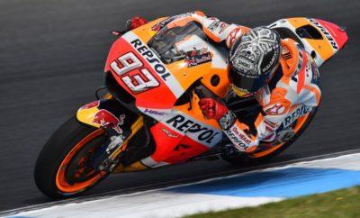 Η Honda κατακτά το δεύτερο συνεχόμενο τίτλο κατασκευαστών στο Παγκόσμιο Πρωτάθλημα FIM MotoGP Η Honda κατέκτησε το Παγκόσμιο Πρωτάθλημα Κατασκευαστών MotoGP. Στις 29 Οκτωβρίου, ο Marc Marquez (Repsol Honda Team RC213V) τερματίζοντας 4ος στο Grand Prix της Μαλαισίας χάρισε στη Honda τους απαραίτητους βαθμούς για την κατάκτηση του τίτλου κατασκευαστών, για δεύτερη συνεχόμενη χρονιά, ένα γύρο πριν τον τελευταίο αγώνα της χρονιάς στη Βαλένθια της Ισπανίας. Σε κάθε αγώνα του Πρωταθλήματος, ο κάθε κατασκευαστής παίρνει τους βαθμούς του καλύτερου αναβάτη και ο τίτλος κρίνεται από το σύνολο των βαθμών μέσα στην αγωνιστική περίοδο. Η Honda κέρδισε φέτος τον τίτλο χάρη στις συντονισμένες προσπάθειες των αναβατών της ομάδας Repsol Honda, Marc Marquez και Dani Pedrosa με τις εργοστασιακές μοτοσυκλέτες Honda, καθώς και του Cal Crutchlow της ομάδας LCR Honda. Από το 1966 που η Honda κατέκτησε τον πρώτο της τίτλο στη μεγάλη κατηγορία με την 4χρονη Honda RC181 των 500 cc, ο Ιάπωνας κατασκευαστής έχει κατακτήσει συνολικά 23 τίτλους κατασκευαστών. * FIM: Fédération Internationale de Motocyclisme, Διεθνής Ομοσπονδία Μοτοσυκλέτας 2017 MotoGP – Βαθμολογία Κατασκευαστών (στο τέλος του 17ου Γύρου: Μαλαισία) 1η Honda 332 βαθμοί 2η Ducati 303 βαθμοί 3η Yamaha 301 βαθμοί 4η Suzuki 87 βαθμοί 5η Aprilia 64 βαθμοί 6η KTM 64 βαθμοί Η Honda έχει κερδίσει συνολικά 67 τίτλους κατασκευαστών σε όλες τις κατηγορίες του Road Racing World Championship. Κατηγορία 500cc / MotoGP 23 τίτλοι Κατηγορία 350cc 6 τίτλοι Κατηγορία 250cc 19 τίτλοι Κατηγορία 125cc / Moto3 17 τίτλοι Κατηγορία 50cc 2 τίτλοι