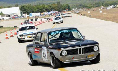Το πρόγραμμα της Κυριακής ξεκινά από τις 09:00 με Warmup των 10 λεπτών για όλες τις κατηγορίες εκτός από τους οδηγούς της Formula Gloria που αντί για Warmup θα κάνουν τα αναβληθέντα 15λεπτα χρονομετρημένα περάσματα. Τα δύο σκέλη για κάθε κατηγορία που θα ξεκινήσουν στις 10:20 αφήνουν υποσχέσεις για χορταστικό θέαμα, μια ανάσα από το κέντρο της Αθήνας.