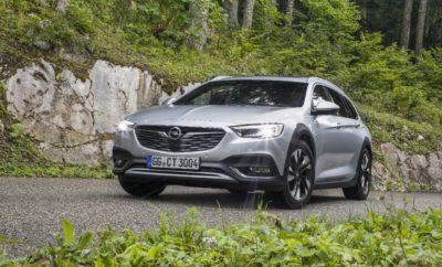 Νέο σύστημα φωτισμού IntelliLux LED® matrix του Opel Insignia με 32 μονάδες LED: Το νέο Astra - Αυτοκίνητο της Χρονιάς 2016 - το πρώτο μοντέλο Opel με σύστημα προσαρμοζόμενου φωτισμού matrix Προβολείς full LED σε όλα τα μοντέλα της οικογένειας Opel X κάνουν τη νύχτα μέρα Το τελευταίο Σαββατοκύριακο του Οκτωβρίου είναι η εποχή που γυρίζουμε και πάλι τα ρολόγια πίσω κατά μία ώρα και αρχίζουν τα λεγόμενα 'μεγάλα βράδια'. Αυτό σημαίνει ότι, τους επόμενους μήνες, η οδήγηση στο σκοτάδι και σε αντίξοες συνθήκες ορατότητας θα είναι ο κανόνας. Όσοι οδηγούν Opel έχουν ένα πρόσθετο πλεονέκτημα, καθώς η Opel εκδημοκρατίζει τις καινοτόμες, ευφυείς τεχνολογίες φωτισμού: σε πολλά μοντέλα προσφέρει προηγμένα συστήματα φωτισμού full LED, που προσαρμόζουν αυτόματα τη δέσμη φωτός στις επικρατούσες συνθήκες και το γύρω περιβάλλον: Νέους δρόμους ανοίγει τώρα η δεύτερη γενιά του πρωτοποριακού συστήματος φωτισμού IntelliLux LED® matrix, που διατίθεται με το νέο Opel Insignia Country Tourer. Έτσι το γοητευτικό Insignia με εμφάνιση off-road, γίνεται ένα στιλάτο station wagon παντός εδάφους, που κάνει τη νύχτα μέρα. Η ορατότητα βελτιώνεται σε μεγάλο βαθμό και η ασφάλεια επιβατών, οδηγού και άλλων ατόμων που βρίσκονται στο δρόμο αυξάνεται σημαντικά. «Θέλουμε να είμαστε σίγουροι ότι οι πελάτες μας θα εξακολουθούν να έχουν καλή συνολική ορατότητα κατά τη διάρκεια των πιο σκοτεινών μηνών του έτους. Γι' αυτό προσφέρουμε καινοτόμες τεχνολογίες φωτισμού απαράμιλλες στις αντίστοιχες κατηγορίες τους, όχι μόνο για το κορυφαίο αλλά και για πολλά ακόμα μοντέλα της γκάμας μας, κάτι που κάνει τη νυχτερινή οδήγηση απολαυστική και, πάνω απ' όλα ασφαλή» δήλωσε ο Αντιπρόεδρος Πωλήσεων & Marketing της Opel, Peter Küspert. 'Highlight' με όλη τη σημασία της λέξης: Επόμενη γενιά IntelliLux LED® Το επαναστατικό σύστημα φωτισμού IntelliLux LED® matrix λανσαρίστηκε στη σημερινή γενιά Opel Astra. Οι προβολείς του συμπαγούς bestseller αποτελούνται από 16 τμήματα LED (οκτώ σε κάθε πλευρά) που προσαρμόζουν αυτόματα και 