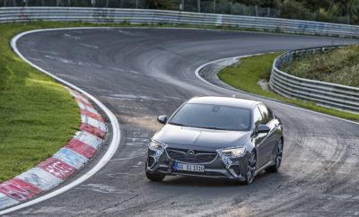"Ο καλύτερος χρόνος: μέχρι 12 δευτ. / γύρο ταχύτερο από το προηγούμενο Insignia OPC Στα καλύτερα χέρια: Ο Volker Strycek και η ομάδα του βάζουν τις τελικές πινελιές του GSi στο Ring Τα καλύτερα συστατικά: Ελαφριά δομή, μηχανοτρονικό πλαίσιο FlexRide, τετρακίνηση Το νέο Opel Insignia GSi είναι ένα εργαλείο ακριβείας. Δέκα χιλιοστά χαμηλότερο από ένα απλό Insignia και τουλάχιστον 160 κιλά ελαφρύτερο από ένα Insignia OPC προηγούμενης γενιάς. Με ευφυές σύστημα τετρακίνησης (AWD), το οποίο μεταφέρει την ιδανική ροπή σε κάθε τροχό χάρη και στο σύστημα ελέγχου κατανομής ροπής (torque vectoring). Αυτό βελτιώνει περαιτέρω την οδική συμπεριφορά και εξουδετερώνει την ενοχλητική υποστροφή. Ελαστικά Michelin Pilot Sport 4 S σε ζάντες 20-ιντσών εξασφαλίζουν ένα εξαιρετικό επίπεδο πρόσφυσης, ενώ τα ισχυρά φρένα Brembo εγγυώνται σύντομες αποστάσεις φρεναρίσματος και μέγιστη ασφάλεια. Επιπλέον, το άμεσο σύστημα διεύθυνσης, τα προσαρμοζόμενα αμορτισέρ μαζί με τον έλεγχο του κινητήρα και του κιβωτίου επικοινωνούν μεταξύ τους και αντιδρούν με ακρίβεια όταν ενεργοποιείται το Sport Mode. Με λίγα λόγια, το GSi απευθύνεται στους λάτρεις της αυτοκίνησης που επιλέγουν μια μοντέρνα, ιδιαίτερα αποδοτική, σπορ λιμουζίνα. Μία έκδοση ""Connoisseur's Choice"", για τους Ειδήμονες, με τη σφραγίδα έγκρισης ""Δοκιμασμένο στο Nürburgring"" – επειδή όλα τα σπορ μοντέλα της Opel σετάρονται στο θρυλικό Nordschleife. «Το πιο απαιτητικό μέρος στον κόσμο για να δοκιμάζεις ένα αυτοκίνητο στα όριά του.» (Volker Strycek) Στις 18 Ιουνίου, 1927, εγκαινιάστηκε η πρώτη 'ορεινή, αγωνιστική πίστα κατάλληλη και για δοκιμές' μήκους 28 km στους πρόποδες του Nürburg. Οι ιδρυτές πρόσεξαν ιδιαίτερα, το Nürburgring να περιέχει κομμάτια με χαρακτηριστικά επαρχιακού δρόμου ώστε η ανερχόμενη βιομηχανία αυτοκινήτου να μπορεί να δοκιμάζει τα αυτοκίνητά της. Τον πρώτο αγώνα στο Eifel κέρδισε ο διάσημος Rudolf Caracciola, ο οποίος αργότερα παραδέχτηκε ότι βρήκε την πίστα 'πραγματικά δύσκολη' το 1927. Λίγο αργότερα, ο τρεις φορές παγκόσ"