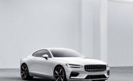 """Η Polestar αποκαλύπτει το πρώτο της αυτοκίνητο – το Polestar 1 – και παράλληλα το όραμά της να γίνει το νέο brand ηλεκτρικών αυτοκινήτων υψηλών επιδόσεων. Η Polestar, το brand υψηλών επιδόσεων του Volvo Car Group, αποκαλύπτει σήμερα τη μελλοντική της υπόσταση ως ένα νέο ξεχωριστό brand ηλεκτρικών αυτοκινήτων υψηλών επιδόσεων. Επιπλέον, η Polestar επιβεβαίωσε τα σχέδια για τα πρώτα τρία της μοντέλα, μία νέα μονάδα παραγωγής, φτιαγμένη ειδικά για αυτόν το σκοπό, καθώς και μία στρατηγική marketing που εστιάζει στον πελάτη, και θα θέσει νέα πρότυπα στον κλάδο όσον αφορά στα οχήματα υψηλών επιδόσεων. Ακόμη, η Polestar αποκάλυψε το πρώτο της αυτοκίνητο, το Polestar 1 των 600 ίππων, το οποίο προορίζεται να μπει στην παραγωγή στα μέσα του 2019. Από πλευράς τεχνολογίας και προϊόντος, η Polestar εκμεταλλεύεται τις οικονομίες κλίμακας και τις συνέργειές της με το Volvo Car Group, που της δίνει τη δυνατότητα να σχεδιάζει, να εξελίσσει και να παράγει σε πολύ λιγότερο χρόνο από αυτόν που χρειάζονται άλλοι νέοι κατασκευαστές. Ο Τόμας Ίνγκενλατ (Thomas Ingenlath), Διευθύνων Σύμβουλος της Polestar, δήλωσε: """"Το Polestar 1 είναι το πρώτο αυτοκίνητο που θα φέρει το σήμα της Polestar στο καπό του. Ένα όμορφο GT που ενσωματώνει εντυπωσιακή τεχνολογία - και αποτελεί μία θαυμάσια αρχή για τη νέα μας μάρκα. Όλα τα μελλοντικά αυτοκίνητα της Polestar θα είναι αποκλειστικά ηλεκτροκίνητα, συνεισφέροντας στο όραμα της μάρκας μας να είναι το νέο ξεχωριστό brand ηλεκτρικών αυτοκινήτων υψηλών επιδόσεων"""". Το Polestar 1 θα αποτελέσει το ορόσημο για το μέλλον τής Polestar. Πρόκειται για ένα δίπορτο, Grand Tourer Coupé 2+2 θέσεων, με υβριδικό σύστημα κίνησης υψηλών επιδόσεων ('Electric Performance Hybrid'). Είναι ένα ηλεκτρικό αυτοκίνητο που υποστηρίζεται από κινητήρα εσωτερικής καύσης κι έχει αυτονομία 150 χιλιομέτρων όταν λειτουργεί αποκλειστικά με ηλεκτροκίνηση - τη μεγαλύτερη αυτονομία σε πλήρως ηλεκτρικό mode από κάθε άλλο υβριδικό αυτοκίνητο στην αγορά. Αποδίδοντας 600 ίππους και 1000 Nm ροπής, τ"""