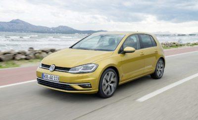 Νέο Volkswagen Golf TGI με φυσικό αέριο CNG - Η απόλυτα ολοκληρωμένη πρόταση για κορυφαία οικονομία χρήσης» • Κινητήρας διπλού καυσίμου, φυσικού αερίου κίνησης CNG και βενζίνης • Εξαιρετικά εντυπωσιακή αυτονομία, 430 χλμ. με φυσικό αέριο, 1.300 χλμ. συνολικά • Χαμηλή κατανάλωση, με κόστος κίνησης μόλις 3 €/100 χλμ. • Εκπομπές ρύπων CO2 95 - 98 (g/χλμ.) Το νέο Golf TGI συνδυάζει ιδανικά όλα τα πλεονεκτήματα του Golf - του πιο εξελιγμένου αυτοκινήτου της κατηγορίας - με την κορυφαία τεχνολογία σε κινητήρες φυσικού αερίου CNG. Η Volkswagen διαθέτει περισσότερα από 20 έτη εμπειρίας στην κατασκευή αυτοκινήτων με καύσιμο το φυσικό αέριο CNG προσφέροντας στους κατόχους εξαιρετικά χαρακτηριστικά λειτουργίας και ασύγκριτη οικονομία στην χρήση. Ο σύγχρονος κινητήρας φυσικού αερίου 1.395 κ.εκ. αποδίδει 110 PS (81 kW) με μέγιστη απόδοση ροπής 200 Nm από τις 1.500 έως τις 3.500 σ.α.λ. Η επιτάχυνση 0-100 χλμ./ώρα ολοκληρώνεται σε 10,6'' με τελική ταχύτητα 195 χλμ./ώρα. Όμως το πλέον εντυπωσιακό στοιχείο του συγκεκριμένου μοντέλου είναι η μέση κατανάλωση, η οποία ανέρχεται σε μόλις 3,5 κιλά φυσικού αερίου / 100 χλμ., δηλαδή κόστος 3 € / 100 χλμ.! Ο κινητήρας λειτουργεί κατά προτεραιότητα με φυσικό αέριο κίνησης το οποίο αποθηκεύεται υπό συνθήκες υψηλής πίεσης σε δύο φιάλες φυσικού αερίου CNG χωρητικότητας 7,5 κιλών η κάθε μία (σύνολο 15 κιλά) ενώ η δεξαμενή βενζίνης διατηρείται στα 50 λίτρα. Χάρη στο συνδυασμό των δύο πηγών ενέργειας προκύπτει μία εξαιρετικά εντυπωσιακή συνολική τιμή αυτονομίας η οποία ξεπερνάει τα 1.300 χλμ. εκ των οποίων τα 430 χλμ. με φυσικό αέριο. Η εναλλαγή των δύο καυσίμων γίνεται αυτόματα και χωρίς να γίνεται ουσιαστικά αντιληπτή από τον οδηγό ενώ ο πίνακας οργάνων διαθέτει ένδειξη καυσίμου τόσο για το CNG όσο και για τη βενζίνη. Ο κινητήρας 1.4 TGI 110 PS συνδυάζεται με 6-τάχυτο μηχανικό κιβώτιο ταχυτήτων ή με το αυτόματο κιβώτιο διπλού συμπλέκτη DSG 7 σχέσεων. Το νέο Golf TGI διατίθεται αποκλειστικά σε 5θυρο αμάξωμα και είναι διαθέσιμο στην ελληνική αγορά