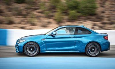 Οδηγική απόλαυση, δυναμική συμπεριφορά και καθημερινή χρηστικότητα σε όλες τις κατηγορίες οχημάτων – ανέκαθεν πειστικά χαρακτηριστικά της μάρκας BMW. Το γεγονός μάλιστα ότι χαίρουν υψηλής εκτίμησης τόσο από πελάτες όσο και από φίλους της BMW, επιβεβαιώνεται για μία ακόμα φορά από το αποτέλεσμα της ψηφοφορίας αναγνωστών του περιοδικού αυτοκινήτου 'sport auto'. Στην ψηφοφορία για 'τα πιο σπορ αυτοκίνητα του 2017', τα μοντέλα BMW απέσπασαν συνολικά τέσσερις νίκες κατηγορίας, στις οποίες προστέθηκαν τρεις ακόμα θέσεις στο βάθρο και μία 2η θέση στο διαγωνισμό 'Best Brand 2017'. Για δεύτερη συνεχόμενη φορά, ένα από τα πιο περιζήτητα βραβεία των 'sport auto awards' δόθηκε στη BMW M2 Coupe (κατανάλωση καυσίμου l/100 km (μικτός κύκλος): 8,5 (7,9), εκπομπές CO2 g/km (μικτός κύκλος): 199 (185)1. Επιπλέον, η BMW M240i Cabrio (κατανάλωση καυσίμου l/100 km (μικτός κύκλος): 8,3, εκπομπές CO2 g/km (μικτός κύκλος): 189) και η BMW M240i Coupe (κατανάλωση καυσίμου l/100 km (μικτός κύκλος): 7,8 – 7,1, εκπομπές CO2 g/km (μικτός κύκλος): 179-163) απέσπασαν το περίοπτο βραβείο. Όπως πέρσι, η BMW 340i Sedan (κατανάλωση καυσίμου l/100 km (μικτός κύκλος): 7,7 – 7,4.), εκπομπές CO2 g/km (μικτός κύκλος): 179 -172) κατάφερε να ανέβει στο 'βήμα' των νικητών. Αυτό σημαίνει ότι και φέτος, η BMW πέτυχε εξαιρετικά αποτελέσματα στην ψηφοφορία των αναγνωστών. Με τη 2η θέση της στο διαγωνισμό 'Best Brand' 2017, η BMW M4 GT4 της BMW Motorsport γιόρτασε μία ακόμα τεράστια επιτυχία στην κατηγορία 'Best Customer Sports Programme στην Κατηγορία GT4'. Και φέτος η ψηφοφορία ανέδειξε η δημοτικότητα της BMW μεταξύ των φίλων των αγώνων του περιοδικού. Με τις νίκες δύο coupe, ενός cabrio και ενός sedan αλλά και κορυφαίες θέσεις σε πολλές ακόμα κατηγορίες, το αποτέλεσμα της ψηφοφορίας υπογραμμίζει με εντυπωσιακό τρόπο το τεράστιο φάσμα προϊόντων που προσφέρουν η BMW και η BMW M.