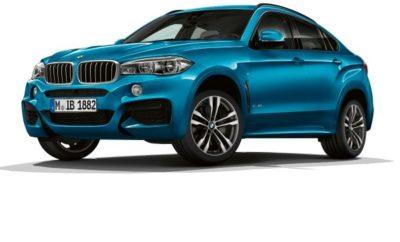 Η αυτοπεποίθηση σε όλες τις συνθήκες και η απεριόριστη οδηγική απόλαυση παντός εδάφους είναι κοινά χαρακτηριστικά των μοντέλων BMW X5 (κατανάλωση μικτού κύκλου: 9,6 – 3,3 l/100 km, εκπομπές CO2 στο μικτό κύκλο: 224 – 77 g/km) και BMW X6 (κατανάλωση μικτού κύκλου: 9,7 – 6,9 l/100 km, εκπομπές CO2 στο μικτό κύκλο: 225 – 183 g/km). Τα Sports Activity Vehicle (SAV) και Sports Activity Coupe (SAC) ετοιμάζονται τώρα να υποδεχτούν δύο ελκυστικές ειδικές εκδόσεις που αναδεικνύουν τρομερά τον αποκλειστικό και σπορ χαρακτήρα τους. Οι BMW X5 Special Edition και BMW X6 M Sport Edition διεγείρουν τη φαντασία με στοιχεία εξοπλισμού κορυφαίας κλάσης. Οι δύο ειδικές εκδόσεις θα διατίθενται από το Δεκέμβριο του 2017. Η BMW X5 Special Edition συνδυάζει το πακέτο M Sport με δερμάτινη ταπετσαρία Dakota, συμπεριλαμβανομένων θερμαινόμενων καθισμάτων για οδηγό και συνοδηγό. Ο συνδυασμός Alcantara/δερμάτινης ταπετσαρίας σε Anthracite/Black και με το σήμα M στο δερμάτινο κάθισμα διατίθεται εναλλακτικά χωρίς επιπλέον κόστος. Προαιρετικά, οι πελάτες μπορούν να επιλέξουν δερμάτινη ταπετσαρία Merino της συλλογής BMW Individual σε πέντε αποχρώσεις. Επιπλέον, η BMW X5 Special Edition διατίθεται με θερμοανακλαστικά κρύσταλλα και οθόνη οργάνων πολλαπλών λειτουργιών - Multifunctional Instrument Display (μη διαθέσιμη για την BMW X5 xDrive40e iPerformance). Όλες οι εκδόσεις της BMW X5 διατίθενται σε μορφή Special Edition, με εξαίρεση την BMW X5 M50d. Η εξωτερική μεταλλική απόχρωση Long Beach Blue και οι διακοσμητικές λωρίδες εσωτερικού σε Carbon Fibre είναι αποκλειστικά στοιχεία του πακέτου M Sport Edition για την BMW X6. Εναλλακτικά, διατίθενται αποχρώσεις Carbon Black και Mineral White. Η M Sport Edition διαθέτει επίσης τον εξοπλισμό του πακέτου M Sport και ζάντες αλουμινίου Μ 20 ιντσών (επίσης αποκλειστικές) σε σχέδιο διπλών ακτίνων και ελαστικά runflat διαφορετικών διαστάσεων εμπρός/πίσω. Ζάντες αλουμινίου Μ 21 ιντσών σε σχέδιο διπλών ακτίνων και ελαστικά runflat διαφορετικών διαστάσεων εμπρός/πίσ