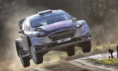 H ομάδα της M-Sport πέτυχε ένα καταπληκτικό αποτέλεσμα στο Βρετανικό ράλλυ (Dayinsure Wales Rally GB) το περασμένο σαββατοκύριακο εξασφαλίζοντας τους τίτλους Οδηγών, Συνοδηγών και Κατασκευαστών στο Παγκόσμιο Πρωτάθλημα Ράλλυ (FIA WRC), κατακτώντας μάλιστα και τη νίκη στον αγώνα. Ενώ οι Sébastien Ogier και Julien Ingrassia εξασφάλιζαν τον πέμπτο συνεχόμενο τίτλο τους στο FIA WRC, οι Elfyn Evans και Daniel Barritt έπαιρναν την παρθενική τους νίκη με το Fiesta WRC, χαρίζοντας ένα ιστορικής σημασίας αποτέλεσμα στην ομάδα. Ο επικεφαλής της M-Sport Malcolm Wilson, δήλωσε στο τέλος του αγώνα: «Σήμερα ήταν μία ημέρα με μεγάλες συγκινήσεις και πρέπει να παραδεχτώ ότι δάκρυσα στην τελευταία ειδική διαδρομή: πρώτον όταν ο Ott [Tanak] πέρασε τη γραμμή του τερματισμού και πήραμε το Πρωτάθλημα Κατασκευαστών, μετά όταν ο Sébastien [Ogier] εξασφάλισε το Πρωτάθλημα Οδηγών και μία τρίτη φορά όταν ο Elfyn [Evans] ολοκλήρωσε την ειδική παίρνοντας τη νίκη στον αγώνα της πατρίδας μας. Ήταν πραγματικά ένα Triple Crown και μία ιδιαίτερα συγκινητική ημέρα για όλους εμάς.» «Έχουμε μία μεγάλη ομάδα ανθρώπων που εργάστηκαν σκληρά και το αποτέλεσμα είναι πραγματικά εκπληκτικό. Ανεβήκαμε στο βάθρο σε κάθε αγώνα της χρονιάς και είμαστε η μόνη ομάδα που ανέδειξε νικητές και τους τρεις οδηγούς της φέτος. Το Fiesta απέδειξε ότι διαθέτει και δύναμη και αντοχή, κάτι που οφείλεται στις ατέλειωτες ώρες δουλειάς που αφιέρωσε κάθε μέλος της ομάδας σε αυτό το απίστευτο επίτευγμα.» «Θα ήθελα με την ευκαιρία να ευχαριστήσω ιδιαίτερα τον Sébastien και το Julien. Όταν οι δυο τους ήρθαν στην ομάδα στις αρχές της χρονιάς, έφεραν την ανάταση που ο καθένας χρειαζόταν. Η επίδρασή τους ήταν πραγματικά σημαντική σε όλους μας και είμαστε υπερήφανοι για όσα πετύχαμε μαζί τους αλλά και για όσα καταφέραμε με τους Ott, Martin, Elfyn και Dan.» Οι Elfyn Evans και Daniel Barritt εξασφάλισαν με εντυπωσιακό τρόπο την παρθενική τους νίκη στην Ουαλία. Το πλήρωμα κυριάρχησε στο ράλλυ της πατρίδας του κερδίζοντας εννέα ειδικές δια