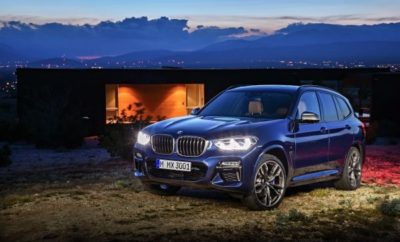 BMW Media Information 06/2017 Σελίδα 1 Η BMW X3 ήταν το αυτοκίνητο που εγκαινίασε τη μεσαία κατηγορία SAV (Sports Activity Vehicle) το 2003. Από τότε, η BMW έχει καταγράψει πάνω από 1,5 εκατομμύριο νέες ταξινομήσεις της X3 σε δύο γενιές μοντέλων μέχρι σήμερα. Τώρα, η νέα BMW X3 ετοιμάζεται να γράψει το επόμενο κεφάλαιο στην επιτυχημένη ιστορία της με μία ακόμα πιο εντυπωσιακή, δυναμική σχεδιαστική γλώσσα, ισχυρά και παράλληλα αποδοτικά συστήματα κίνησης και πολυτελή εξοπλισμό. Όπως όλα τα μέλη της επιτυχημένης οικογένειας X, συνδυάζει ξεχωριστά οδηγικά χαρακτηριστικά παντός εδάφους με απεριόριστη καθημερινή χρηστικότητα. Μεγαλύτερη σχεδιαστική σαφήνεια και τρεις εκδόσεις μοντέλων. Η τρίτη γενιά της BMW X3 ακολουθεί τα χνάρια των προκατόχων της συνδυάζοντας σκληροτράχηλη εμφάνιση off-road με σπορ στυλ. Οι γνώριμες αναλογίες, όπως πολύ κοντοί εμπρός και πίσω πρόβολοι, αναδεικνύουν την τέλεια κατανομή βάρους 50:50 μεταξύ εμπρός και πίσω άξονα. Οι δυναμικές προθέσεις της νέας BMW X3 υπογραμμίζονται από μία στιβαρή μάσκα και τους προβολείς ομίχλης με εξαγωνική σχεδίαση για πρώτη φορά σε μοντέλο BMW X. Τα πίσω φωτιστικά σώματα (με τρισδιάστατη εμφάνιση και προαιρετική full-LED λειτουργικότητα που ενισχύουν το δυναμικό στυλ), η αεροτομή στην έντονα καθοδική οροφή και οι δύο απολήξεις εξαγωγής δημιουργούν ένα μυώδες πίσω τμήμα. Με τις εκδόσεις xLine, M Sport και Luxury Line (η τελευταία είναι προσθήκη στη γκάμα) και τα αξεσουάρ BMW Individual, η εμφάνιση της BMW X3 προσαρμόζεται με ακόμα μεγαλύτερη ακρίβεια στα προσωπικά γούστα των πελατών. Εκτός από τις στάνταρ 18άρες ζάντες αλουμινίου (προηγουμένως: 17-ιντσών), οι πελάτες μπορούν να επιλέξουν από συνδυασμούς ζαντών/ελαστικών διαστάσεων έως 21-ιντσών. Πέρα από τη διαφοροποίηση ορισμένων εξωτερικών χαρακτηριστικών, οι τρεις εκδόσεις εξοπλισμού προσαρμόζουν το εσωτερικό στη θεματολογία που υποστηρίζει η κάθε μία. Το εσωτερικό της νέας BMW X3 διαθέτει έναν απαράμιλλο συνδυασμό ποιότητας υλικών, φινιρίσματος και εφαρμογής ενώ 