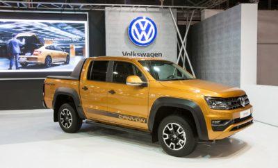 """Το Amarok αναδεικνύεται καλύτερο pick-up της χρονιάς Tο βραβείο """"International Pick-up Award 2018"""" στο pick-up της Volkswagen • Το Volkswagen Amarok αναδείχθηκε καλύτερο pick-up της χρονιάς από την επιτροπή International Van of the Year • Η πιο σημαντική διάκριση για τα pick-up μοντέλα σε πανευρωπαϊκό επίπεδο • To Amarok είναι το μόνο pick-up που κατακτά το βραβείο για δεύτερη φορά • Η επιτροπή εντυπωσιάστηκε από «τους ισχυρούς κινητήρες V6, το ευρύχωρο εσωτερικό, την άνεση και τις εντός και εκτός δρόμου ικανότητες» του Amarok και το χαρακτήρισε ως «κορυφαίο εργαλείο δουλειάς και παράλληλα διασκεδαστικό στον ελεύθερο χρόνο» • Το Amarok συγκέντρωσε 56 βαθμούς, η Mercedes X-Class 50, το Toyota Hilux 41 Το Volkswagen Amarok αναδείχθηκε καλύτερο pick-up για το 2018, κατακτώντας το """"International Pick-up Award 2018"""" (IPUA 2018) ή, σε ελεύθερη απόδοση στα ελληνικά, τον τίτλο του «Pick-up της Χρονιάς». Πρόκειται για το πλέον επίζηλο βραβείο στη διεθνή αυτοκινητοβιομηχανία στο συγκεκριμένο κλάδο, που απονέμεται κάθε δύο χρόνια από διεθνή επιτροπή αποτελούμενη από 25 δημοσιογράφους εξειδικευμένους στα επαγγελματικά οχήματα, από αντίστοιχες ευρωπαϊκές χώρες. Είναι χαρακτηριστικό, ότι στην ιστορία του θεσμού το Amarok γίνεται το πρώτο pick-up που κατακτά το βραβείο αυτό για δεύτερη φορά! Ειδικά για την εφετινή χρονιά, ο ανταγωνισμός ήταν ιδιαίτερα σκληρός. Η τελική δοκιμασία που ανέδειξε το νικητή, ήταν μία τριήμερη εκδήλωση στη Ρουμανία, στις αρχές του μήνα. Το Amarok εντυπωσίασε με τις επιδόσεις του συνολικά και συγκέντρωσε 56 βαθμούς, κατακτώντας την πρώτη θέση. Στη δεύτερη θέση κατατάχθηκε η Mercedes X-Class με 50 βαθμούς, με το Toyota Hilux να ακολουθεί στην τρίτη θέση με 41. Τα διαγωνιζόμενα μοντέλα αξιολογήθηκαν σε τομείς όπως τα αποδοτικά και ισχυρά κινητήρια συστήματα, η ικανότητα και ευκολία φόρτωσης, η άνεση και η ασφάλεια για οδηγό και επιβάτες, το κόστος απόκτησης, χρήσης και τα γενικότερα λειτουργικά έξοδα. Είναι χαρακτηριστικό ότι το νέο Amarok κερδίζει το βραβε"""