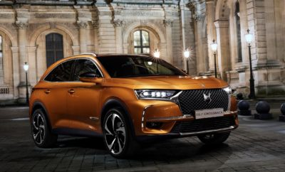 """Στο Avant Garde περίπτερο της DS Automobiles θα παρουσιαστεί η γκάμα των μοντέλων της μάρκας στο ελληνικό κοινό. Πρώτη Πανελλήνια εμφάνιση θα κάνει το πολυαναμενόμενο μοντέλο για το 2018, το νέο DS 7 Crossback. Το ιδιαίτερο περίπτερο της DS Automobiles θα προσφέρει μία μοναδική αισθητική, ξεχωριστό χαρακτήρα, αποπνέοντας τη φινέτσα και την κουλτούρα της Γαλλικής αυτοκίνησης. """"To νέο DS 7 Crossback σηματοδοτεί μια νέα εποχή για την DS Automobiles. Αυτό το ολοκαίνουργιο SUV ενσαρκώνει το όραμα για καινοτομία, κορυφαία ποιότητα υλικών και γαλλική τεχνογνωσία, σε συνδυασμό με το ξεχωριστό εξοπλισμό που οδηγεί τις επιδόσεις και την οδηγική άνεση σε νέα ανώτερα επίπεδα"""". Δυναμικό, πολυτελές και γεμάτο έμπνευση. Οι γραμμές του μπροστινού μέρους του DS 7 CROSSBACK αποκαλύπτουν τη ξεχωριστή, ισχυρή του προσωπικότητα. Η μάσκα «DS Wings» εντυπωσιάζει με την κάθετη γρίλια της και το χαρακτηριστικό λογότυπο DS στο κέντρο, η οποία ταιριάζει απόλυτα με τα φωτιστικά σώματα. Τα φώτα LED, με τους ξεχωριστούς προβολείς DS ACTIVE LED VISION, προσδίδουν μια ξεχωριστή γοητεία. Το DS 7 CROSSBACK είναι ένα SUV που ενσαρκώνει το όραμα για καινοτομία, κορυφαία ποιότητα υλικών και γαλλική τεχνογνωσία. Παρουσιάστηκε στις 28 Φεβρουαρίου στη διάσημη Πυραμίδα του Λούβρου, στην καρδιά του Παρισιού. Επίσης, στο περίπτερο θα παρουσιαστεί το DS 4 Crossback που φέρει κι αυτό τα νέα σχεδιαστικά χαρακτηριστικά της μάρκας, τη νέα μάσκα DS Wings, τα φωτιστικά σώματα με την υπογραφή """"DS LED Vision"""", τεχνολογίας Full LED Xenon, που εφεξής θα χαρακτηρίζει τη νέα σχεδιαστική φιλοσοφία της DS Automobiles. Δυναμική εμφάνιση θα κάνει και το DS 3 καθώς διακρίνεται για το δυναμισμό, την άνεση και την κορυφαία οδική συμπεριφορά του, χάρη στη χαμηλωμένη ανάρτηση για καλύτερη ανταπόκριση σε όλες τις περιστάσεις και το σύστημα διεύθυνσης που προσφέρουν στον οδηγό απόλυτη αίσθηση του δρόμου και άριστα κρατήματα. Τέλος, θα υπάρχει το DS Virtual Vision, μία εικονική προσομοίωση των μοντέλων της DS, που θα προκαλέσει το ε"""