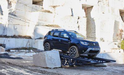 Το νέο Dacia DUSTER στους δρόμους της Αττικής Στα πλαίσια της Παγκόσμιας Δημοσιογραφικής Παρουσίασης του νέου Dacia DUSTER στην Ελλάδα, ξεκίνησαν οι δοκιμές του νέου μοντέλου σε διαδρομές της Ανατολικής Αττικής. Ήδη οι πρώτοι δημοσιογράφοι πήραν μια πρώτη γεύση τόσο από το αυτοκίνητο, όσο και από τα υπέροχα τοπία που επέλεξαν οι διοργανωτές της εκδήλωσης. Οι πρώτες φωτογραφίες από την εκδήλωση κάνουν ήδη το γύρο του κόσμου, ενώ ιδιαίτερη εντύπωση έχει προκαλέσει η κατασκευή ειδικής πίστας στα Λατομεία Διονύσου ώστε οι δημοσιογράφοι να έχουν την ευκαιρία να δοκιμάσουν τις κορυφαίες εκτός δρόμου ικανότητες του μοντέλου. Υπενθυμίζουμε ότι μέχρι τα τέλη Δεκεμβρίου που θα διαρκέσει η εκδήλωση, περισσότεροι από 540 δημοσιογράφους απ' όλο τον κόσμο θα επισκεφθούν τη χώρα μας για να οδηγήσουν για πρώτη φορά το νέο Dacia DUSTER. Με κέντρο της εκδήλωσης το ξενοδοχείο Cape Sounio, αλλά και το ξενοδοχείο Sofitel στο Διεθνή Αερολιμένα Αθηνών, η Dacia για τις ανάγκες της εκδήλωσης έχει στήσει μια σειρά υποστηρικτικών υποδομών με στόχο την άριστη εξυπηρέτηση των δημοσιογράφων, αλλά και τη συντήρηση των οχημάτων δοκιμής. Παράλληλα με το νέο Dacia DUSTER, η διοργάνωση χρησιμοποιεί τόσο τα Dacia SANDERO STEPWAY, όσο και τετρακίνητα Dacia DUSTER της παρούσας γενιάς. Πληροφορίες για όλα τα μοντέλα της Dacia είναι διαθέσιμα στο www.dacia.gr.