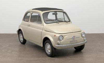 """Διάκριση για τo project """"To Fiat 500 στη συλλογή του MoMA"""" στον θεσμό """"Corporate Art Awards 2017"""" Το project """"To Fiat 500 στη συλλογή του MoMA"""" (""""Fiat 500 entra al MoMA"""") έλαβε ένα από τα βραβεία Corporate Art 2017 για την πετυχημένη μεταμόρφωση του εμβληματικού Fiat 500 σε έργο τέχνης. Η προσθήκη του Fiat 500 στη μόνιμη συλλογή έργων τέχνης του Μουσείου Μοντέρνας Τέχνης στη Νέα Υόρκη (MoMA) χάρισε μια ιδιαίτερη διάκριση στην ιταλική μάρκα στα """"Corporate Art Awards 2017"""". Ο θεσμός θεσπίστηκε πέρυσι με σκοπό την αύξηση της αναγνωρισιμότητας διαφόρων projects που συνδέουν τον επιχειρηματικό με τον καλλιτεχνικό κόσμο. Τα αναγνωρισμένου κύρους Corporate Art Awards διοργανώνονται σε συνεργασία με το LUISS Business School και την υποστήριξη του Υπουργείου Πολιτιστικής Κληρονομιάς, Πολιτιστικών Δραστηριοτήτων και Τουρισμού της Ιταλίας, καθώς και άλλων φορέων στη γειτονική χώρα. Το βραβείο αυτό τιμά το δημοφιλέστερο μοντέλο στην ιστορία της Fiat, αναγνωρίζοντας το γεγονός ότι αποτελεί γνήσιο έργο μοντέρνας τέχνης, σε συνέχεια της τοποθέτησής του στο MoMa. Στα φετινά βραβεία συμμετείχαν περισσότερες από 70 εταιρείες από 20 και πλέον χώρες από όλο τον κόσμο. Η παγκόσμια εμβέλεια του θεσμού αντανακλά άλλωστε και την οντότητα του ίδιου του Fiat 500, ενός μοντέλου που είναι παγκοσμίως γνωστό και ταυτόχρονα Ευρωπαϊκό best-seller στην κατηγορία του. Σε δεξίωση που παρέθεσε ο Ιταλός Πρόεδρος Sergio Mattarella προς τιμήν των βραβευμένων εταιρειών, ο Επικεφαλής της Fiat και CMO της FCA, κ. Olivier Francois δήλωσε: """"Αυτό το αναγνωρισμένου κύρους βραβείο είναι για μας μεγάλη τιμή. Αποτελεί απτή αναγνώριση ότι το Fiat 500 δεν είναι μόνο ένα αριστούργημα της αυτοκινητιστικής βιομηχανίας με ιστορία 60 χρόνων, αλλά ένα πραγματικό σύμβολο της ιταλικής δημιουργικότητας με συλλεκτική αξία. Και το ταξίδι του συνεχίζεται σήμερα, με ακόμα μεγαλύτερη ένταση και επίγνωση πλέον του ρόλου του ως πρεσβευτή της ιταλικής υπεροχής σε ολόκληρο τον κόσμο."""" Το """"Corporate Art Award 2017"""" είναι μια ακόμα διά"""