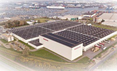"""Η Nissan έχει τη μεγαλύτερη οροφή με συλλέκτες ηλιακής ενέργειας στην Ολλανδία. Το Κέντρο Ανταλλακτικών Αυτοκινήτων της Nissan στην Ευρώπη, είναι η πρώτη εταιρεία στην Ολλανδία, που οι κτιριακές εγκαταστάσεις της, διαθέτουν στέγη για την παραγωγή βιώσιμης ενέργειας σε μεγάλη κλίμακα. Συγκεκριμένα, η παραγόμενη ηλεκτρική ενέργεια από τις εγκαταστάσεις της Nissan, επαρκεί για την κατανάλωση ενέργειας από 900 νοικοκυριά. Το πρώτο τμήμα του έργου θα αρχίζει να λειτουργεί στα τέλη Φεβρουαρίου, ενώ σε πλήρη λειτουργία αναμένεται να τεθεί τον ερχόμενο Μάιο. Με την εγκατάσταση αυτής της τεράστιας """"ηλιακής"""" οροφής, η Nissan κάνει ένα ακόμα βήμα προς την Ευφυή Κινητικότητα (Intelligent Mobility), με την αειφόρο ενέργεια να αποτελεί έναν από τους ακρογωνιαίους λίθους της συνολικής στρατηγικής της. Αυτό που είναι αξιοσημείωτο με την ηλιακή οροφή, εκτός από τη μεγάλη κλίμακα του έργου, είναι ότι το ευρύτερο κοινό μπορεί να συμμετάσχει σε αυτό. Συγκεκριμένα, κάθε ZonneDelen (πάνελ ηλιακής ενέργειας) της οροφής, θα μπορεί να πωληθεί ξεχωριστά, ενώ συνολικά θα διατεθούν 20.000 ZonneDelen, αξίας 25 ευρώ το καθένα. Οι πωλήσεις ξεκινούν στις 15 Νοεμβρίου μέσω του https://www.zonnepanelendelen.nl/project/nissan. Χάρη σε ένα πρόγραμμα επιδότησης (SDE+), η Nissan Solar Roof (η """"ηλιακή"""" οροφή της Nissan) προσφέρει μια ελάχιστη τιμή ανά kWh που παράγεται κατά τη διάρκεια της ωφέλιμης """"ζωής"""" της επένδυσης . Η ASN Bank και το ταμείο αειφορίας του δήμου του Άμστερνταμ, παρέχουν κοινή χρηματοδότηση ύψους 3,2 εκατομμυρίων ευρώ για το εν λόγω έργο. Η συμμετοχή παρέχει μια 15ετή βιώσιμη απόδοση, που βασίζεται στην ποσότητα της παραγόμενης ηλιακής ενέργειας και στις τρέχουσες τιμές της ηλεκτρικής ενέργειας και αποδίδεται στους επενδυτές σε ετήσια βάση. Στους εταίρους του έργου της """"ηλιακής"""" στέγης της Nissan περιλαμβάνονται οι : Nissan Motor Parts Center, ASN Bank, Qurrent, Gemeente Amsterdam, de Zoncoalitie, JansZon, Stichting 1miljoenwatt και ZonnepanelenDelen."""